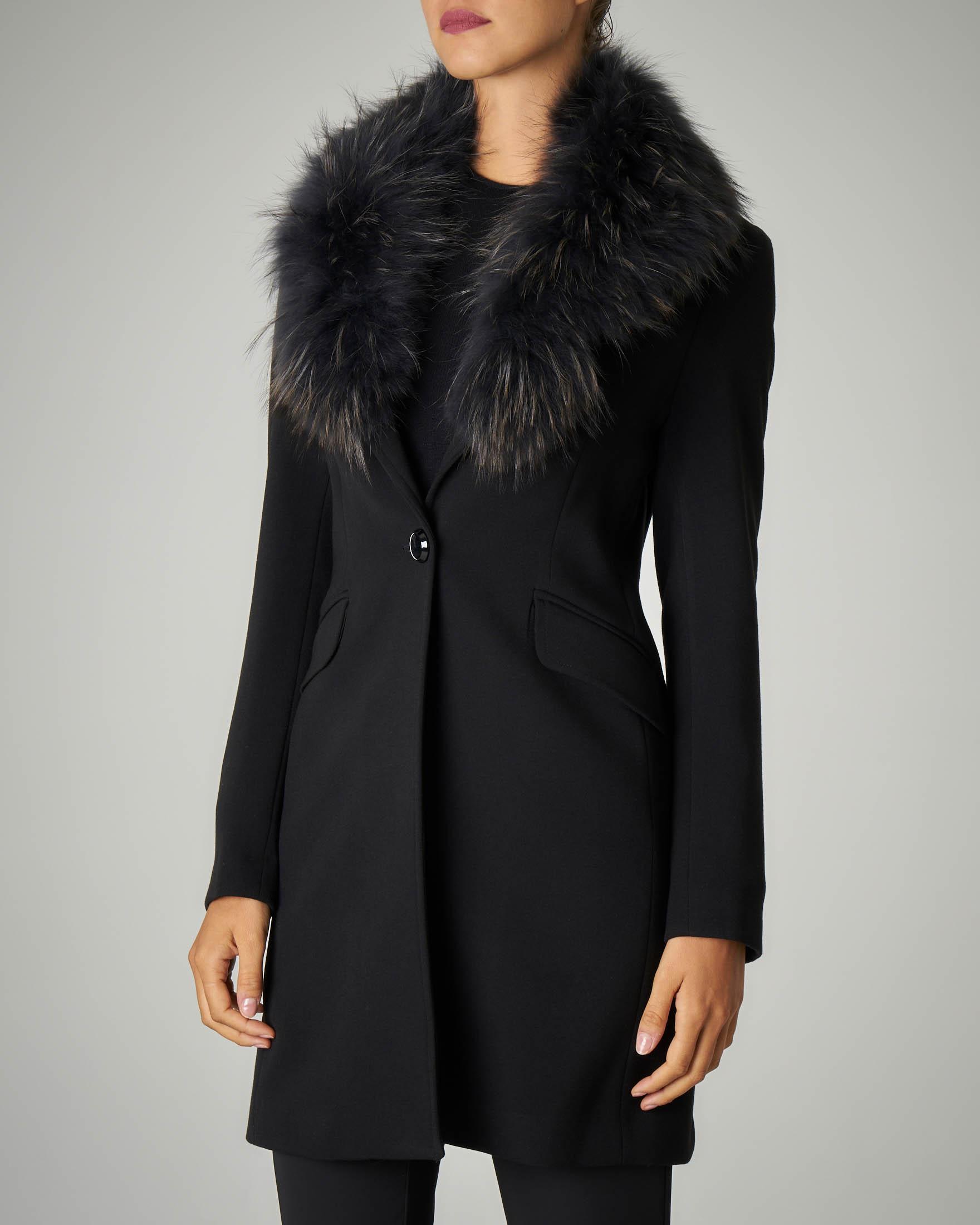 Cappotto nero con pelliccia