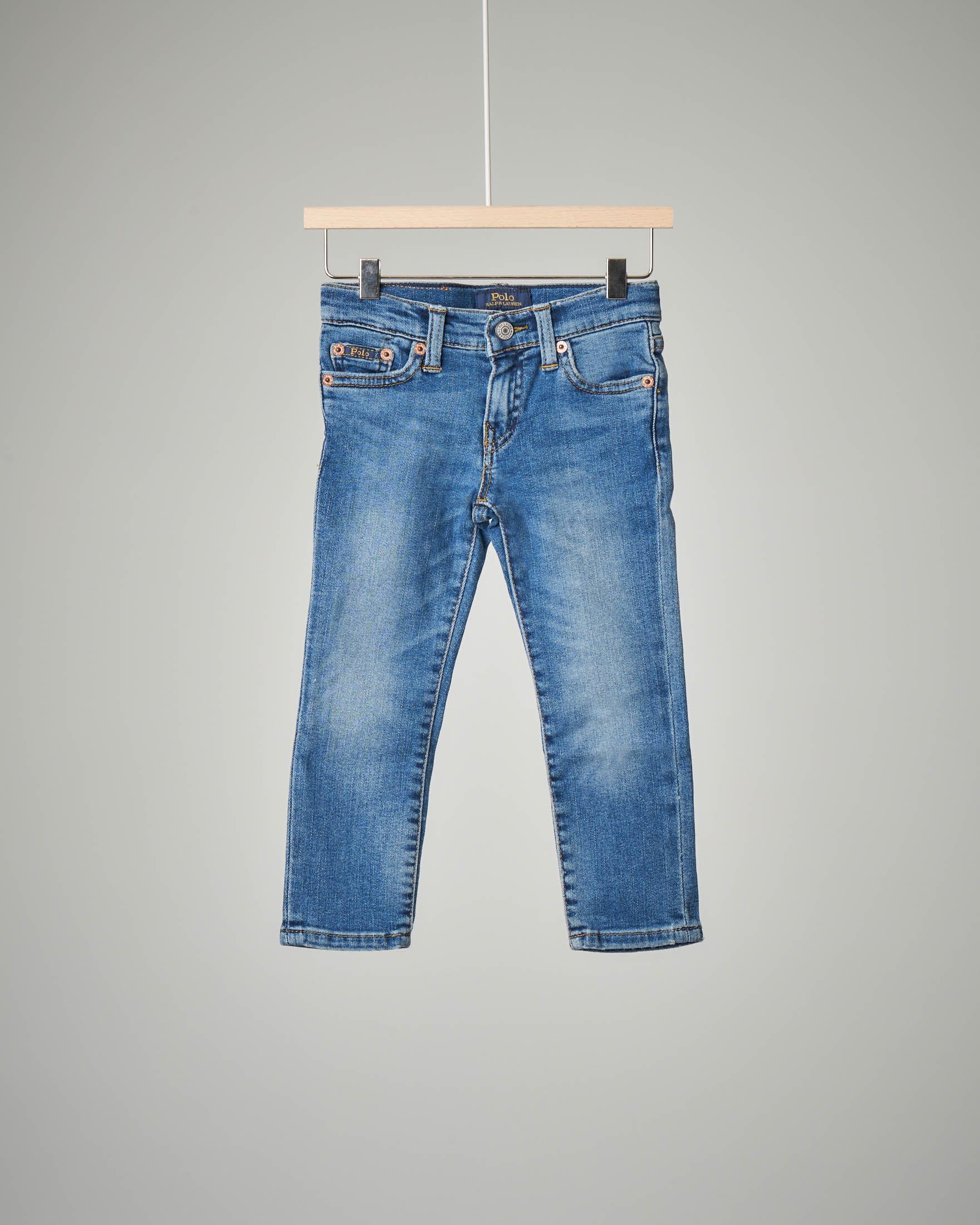 Jeans a lavaggio chiaro con sbiancature