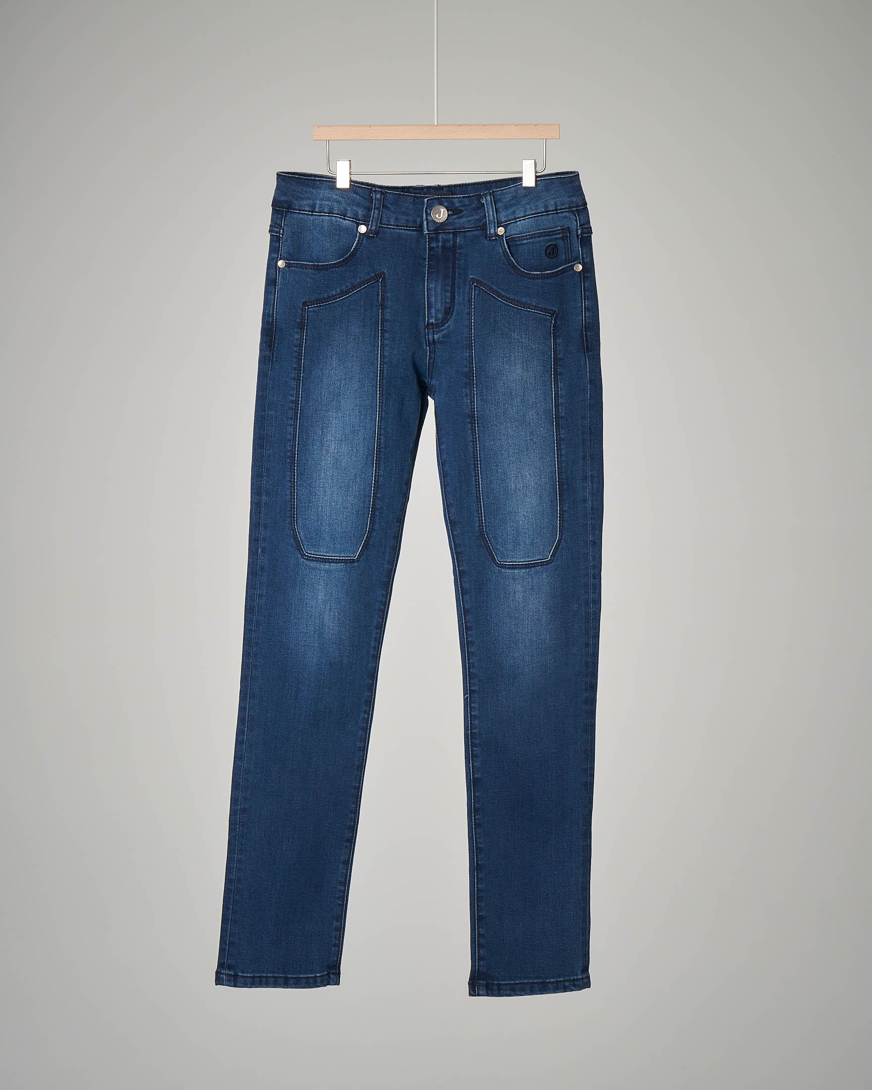Jeans lavaggio medio-scuro sbiancato con toppe