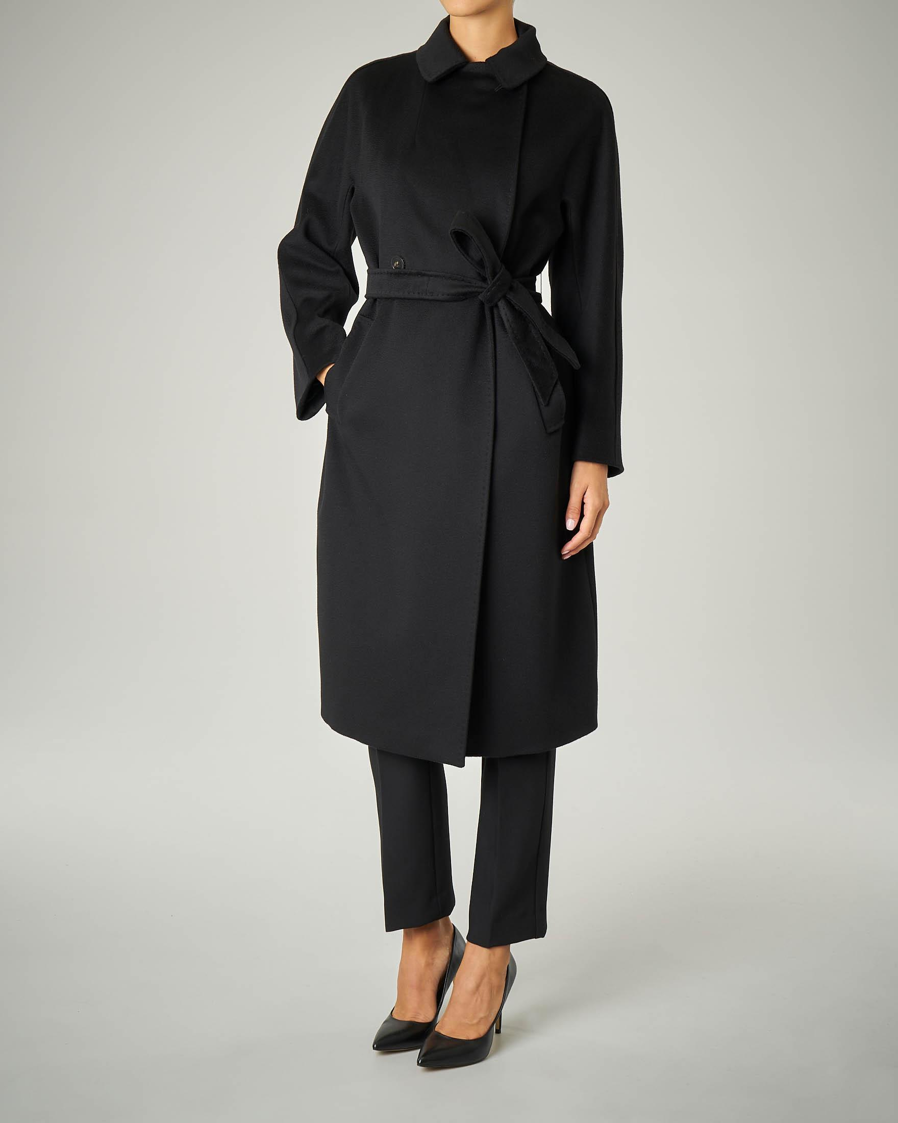 Cappotto nero in pura lana
