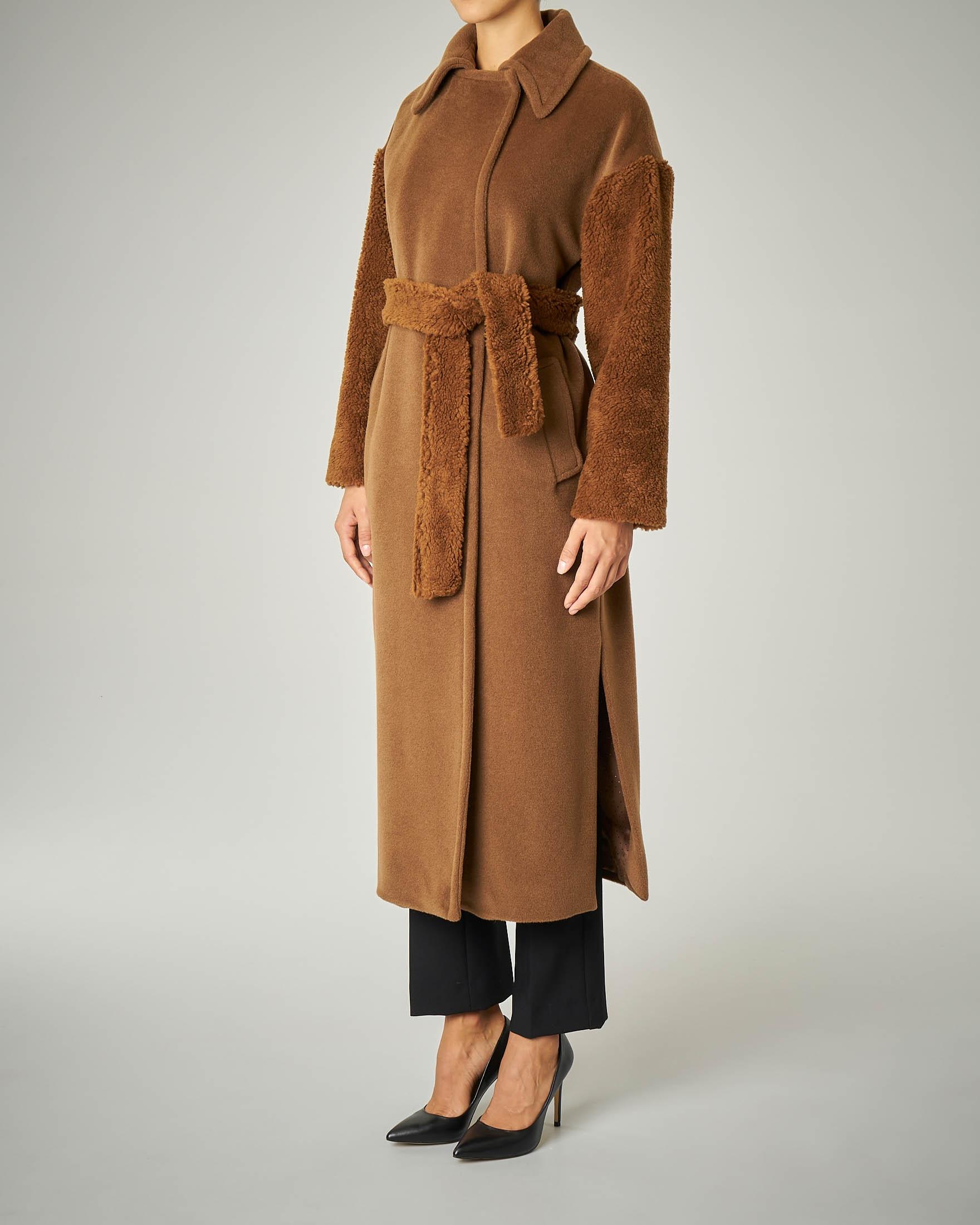 Cappotto in lana con maniche orsetto