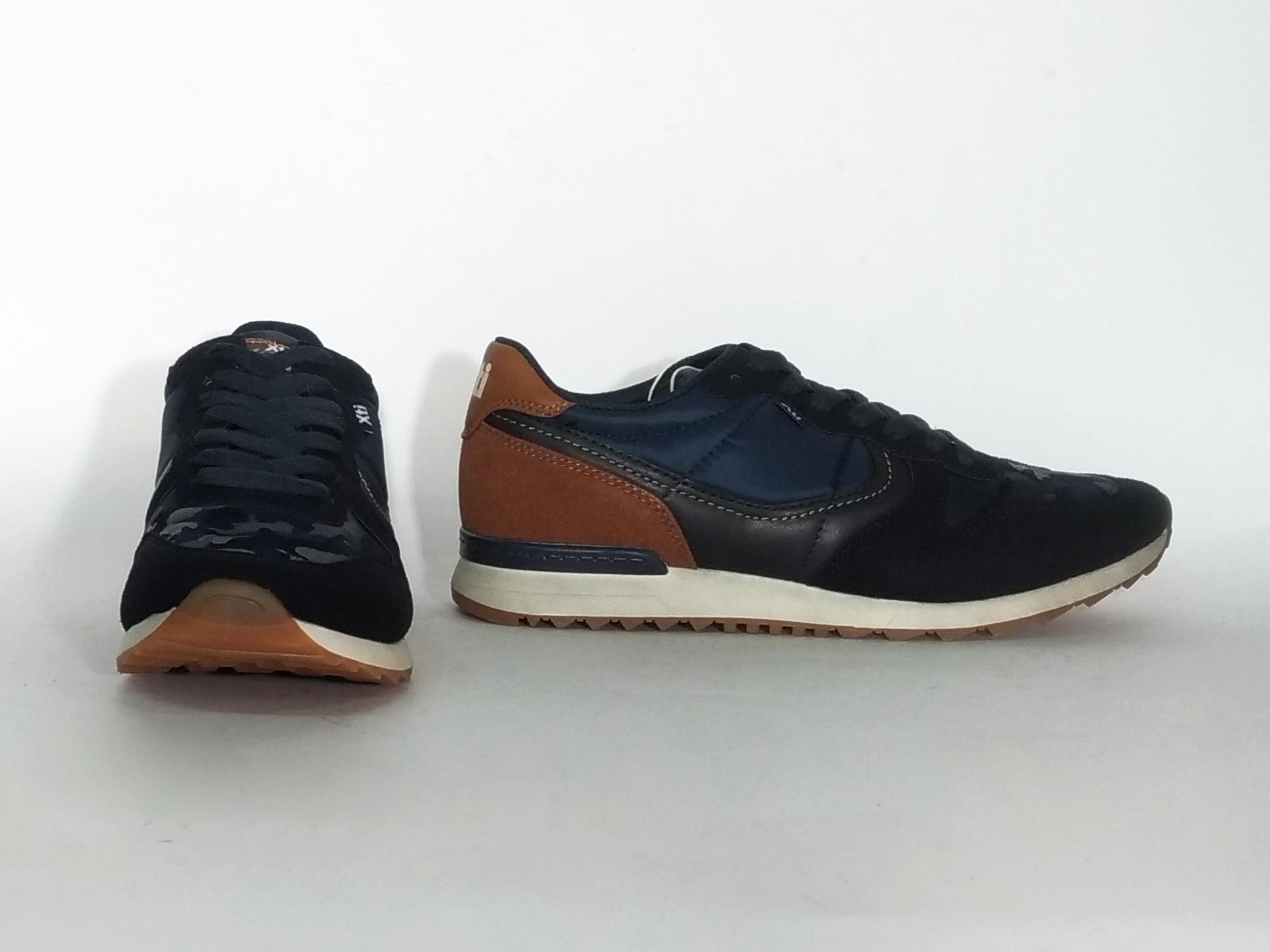 Sneaker navy o bordeaux Xti
