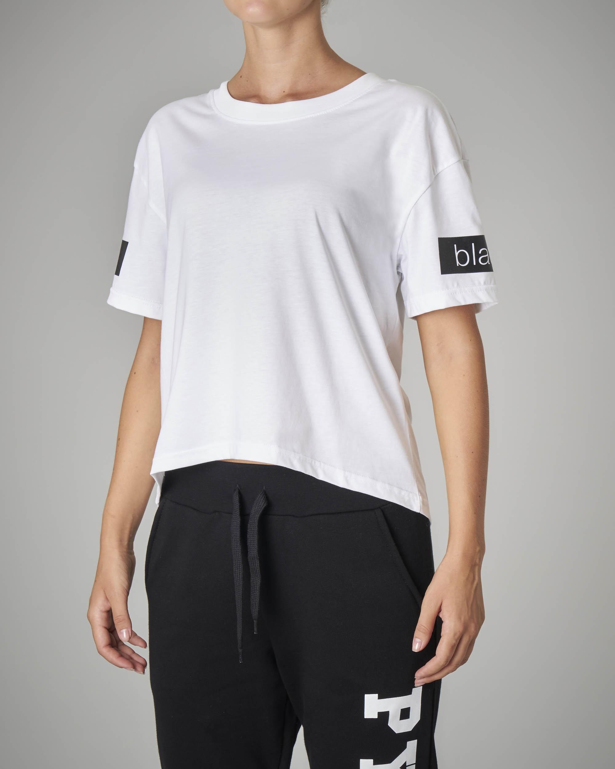 T-shirt crop bianca con logo sulla schiena