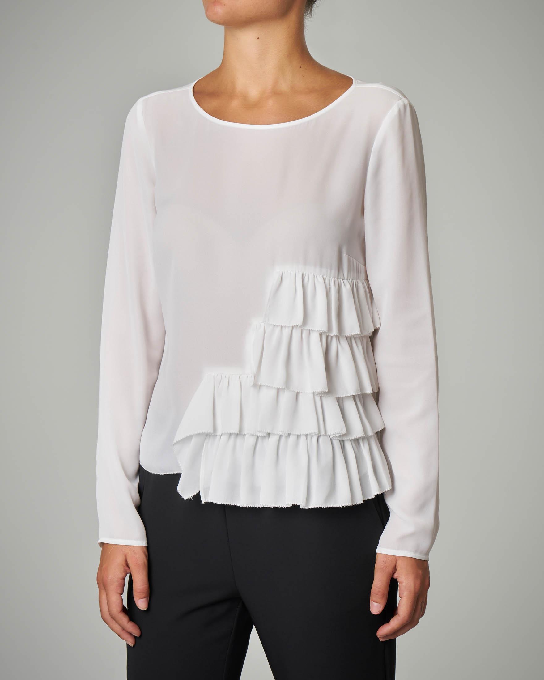Blusa bianca con rouches