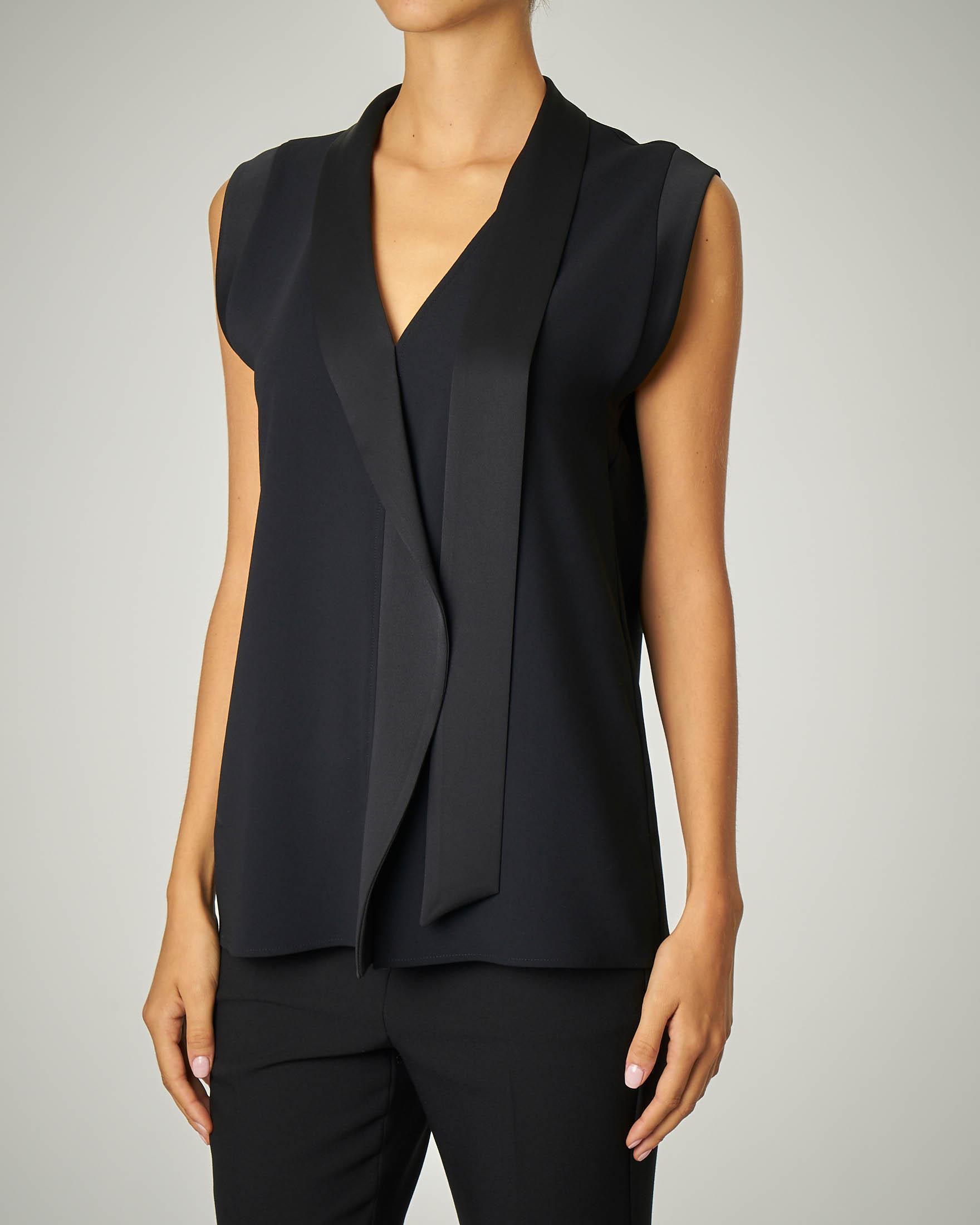 Camicia nera senza maniche