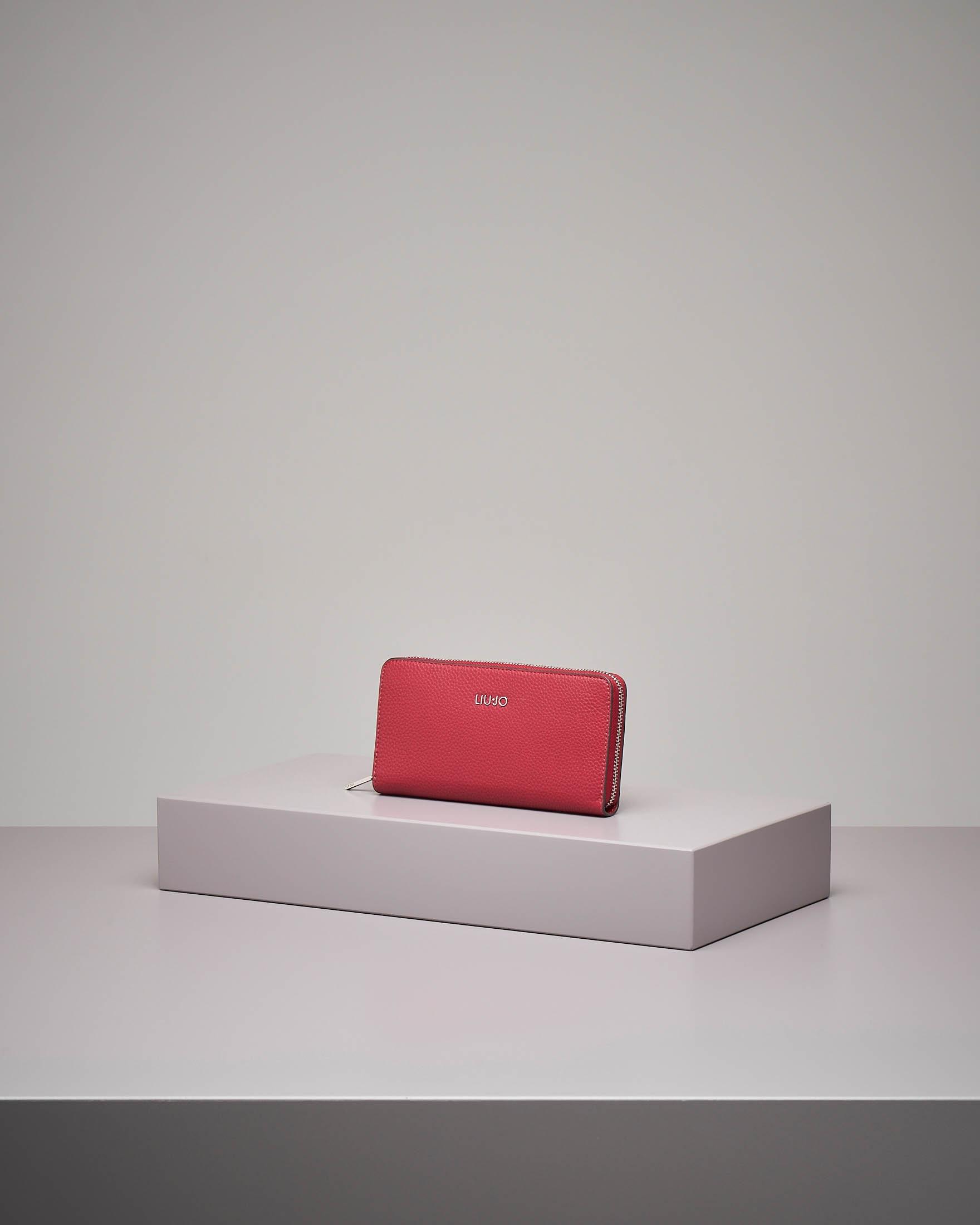 Portafoglio grande rosso in similpelle effetto martellato con zip
