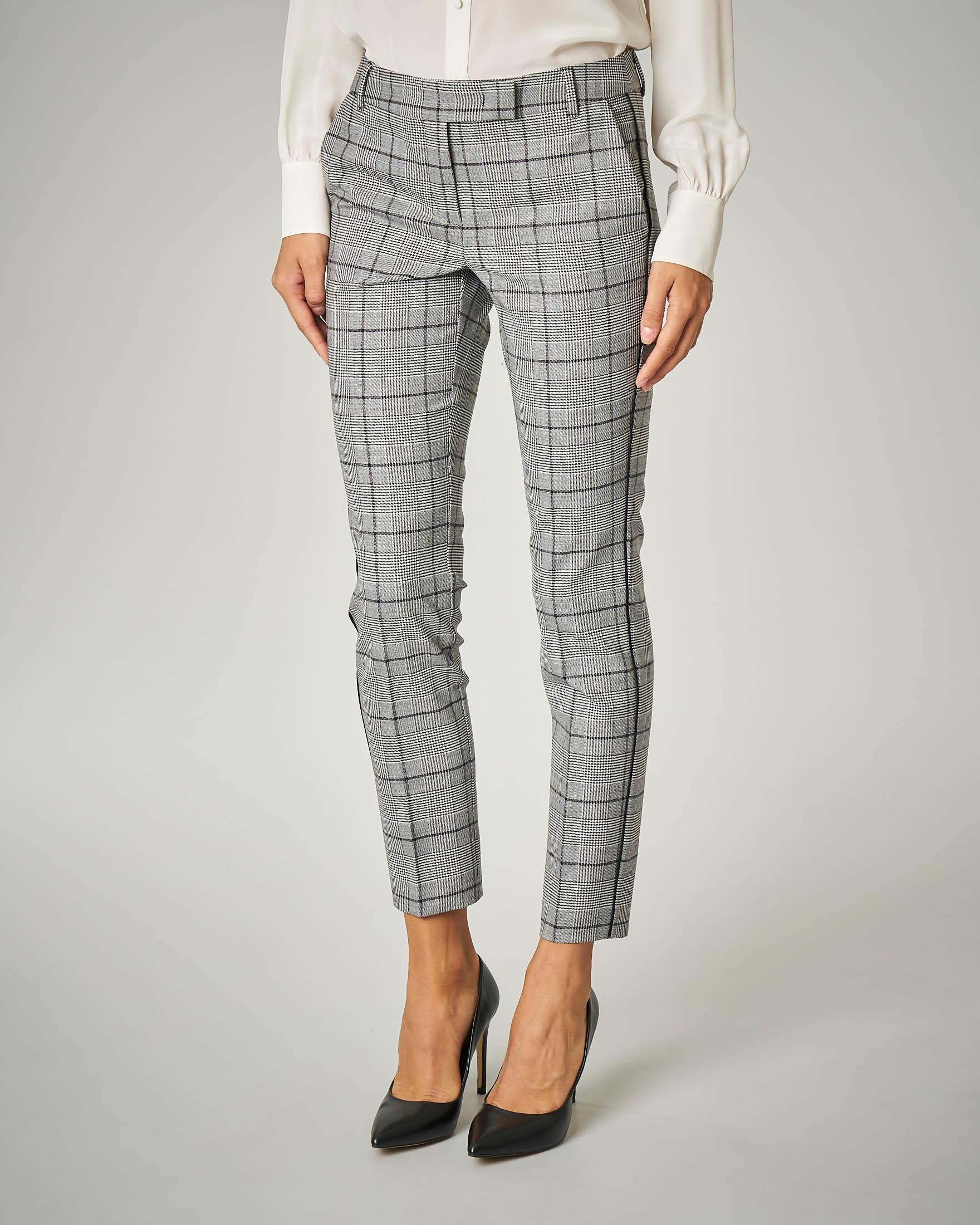 Pantalone in Principe di Galles.