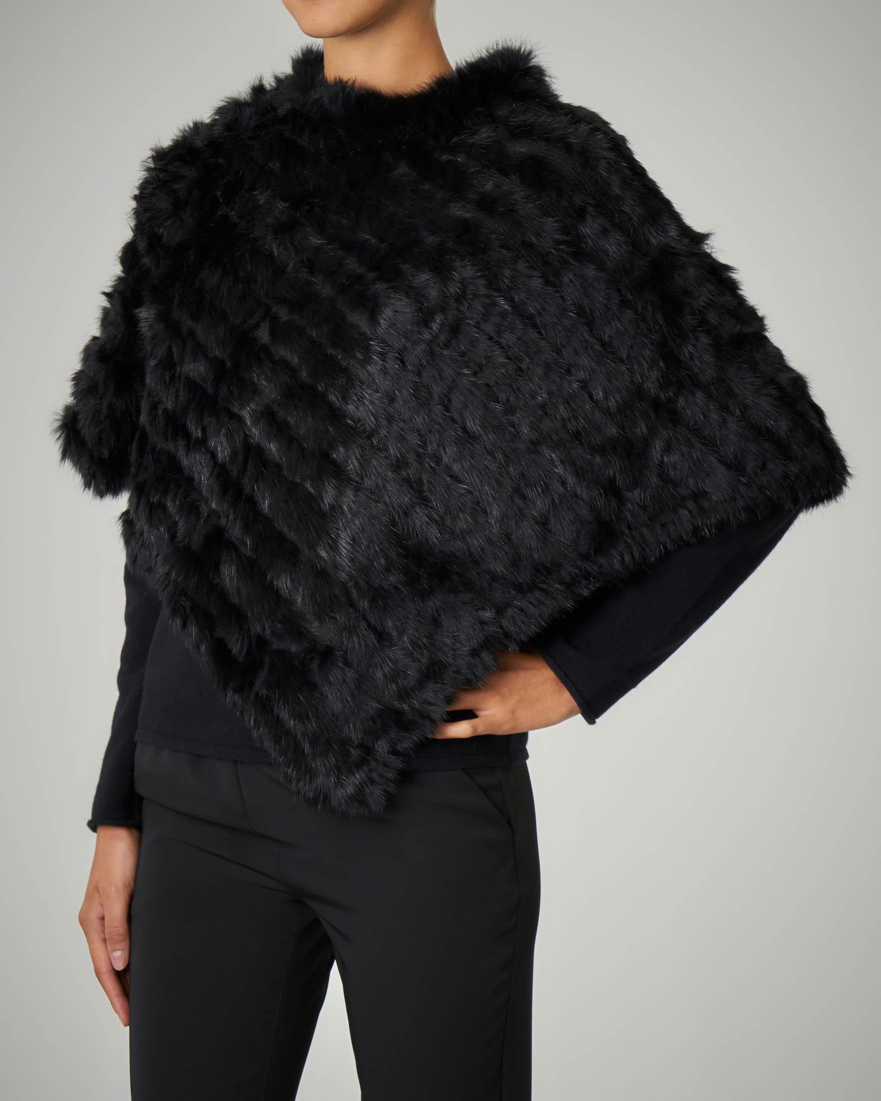 Poncho nero in pelliccia