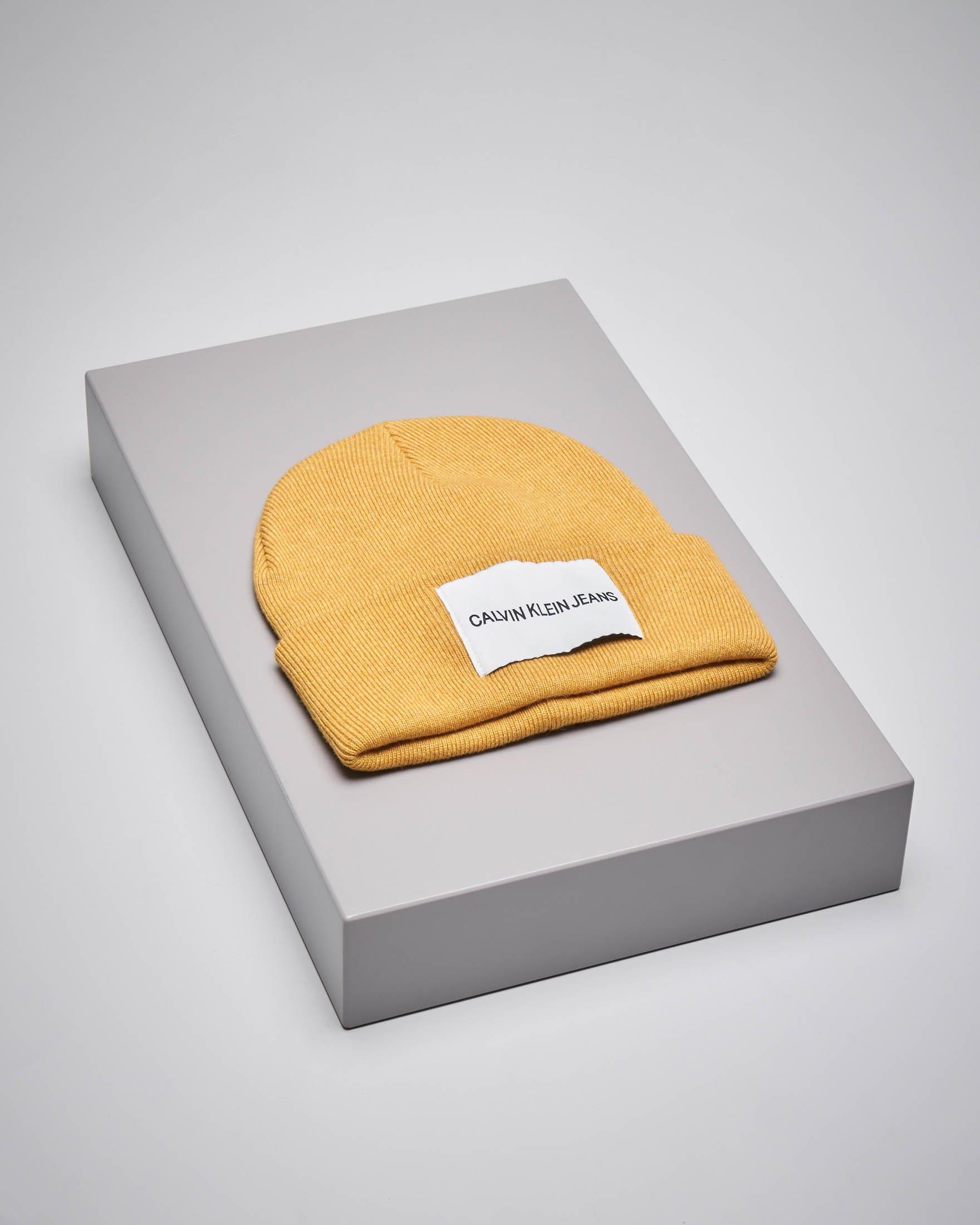 Berretto in misto lana color giallo senape con logo