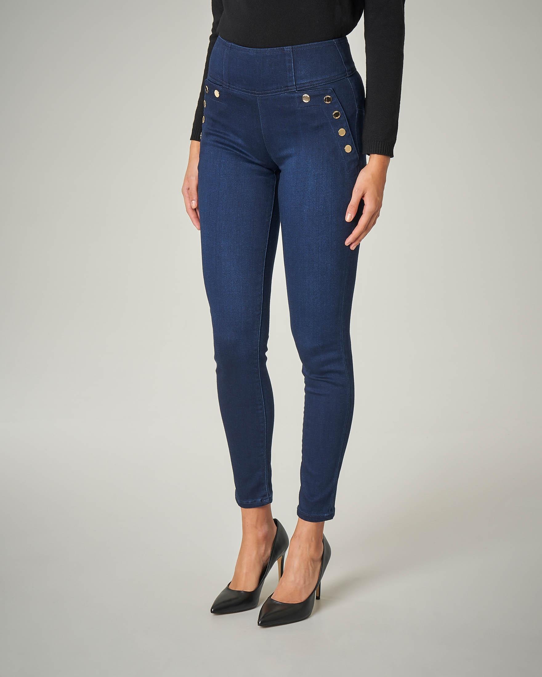 Jeans skinny con bottoni oro