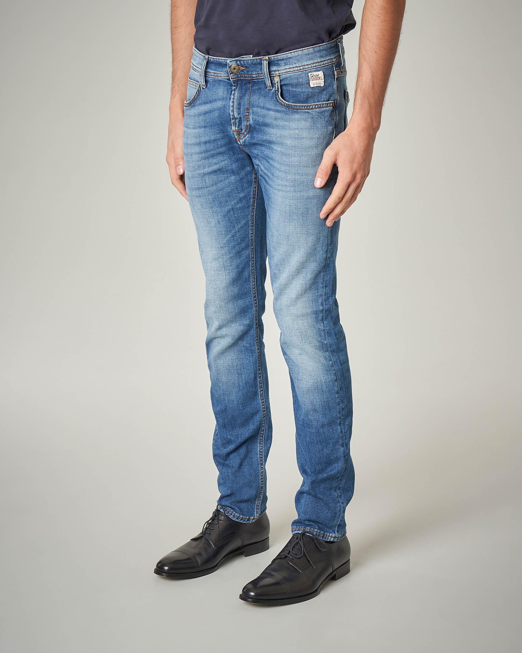 Jeans lavaggio chiaro con sbiancature e vita bassa