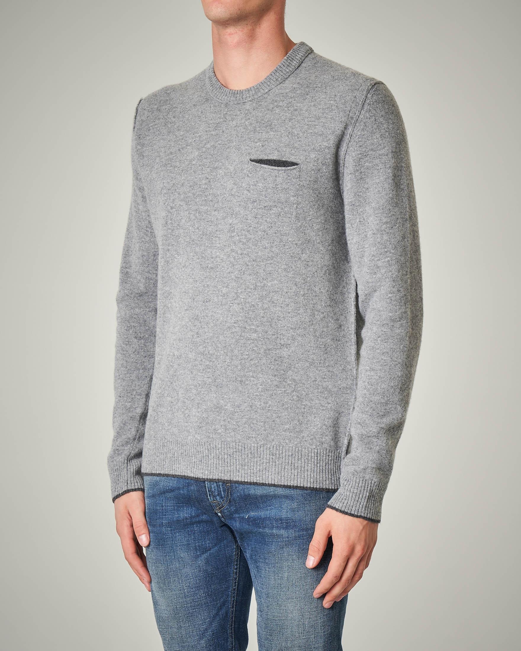 Maglia grigia in lana con taschino