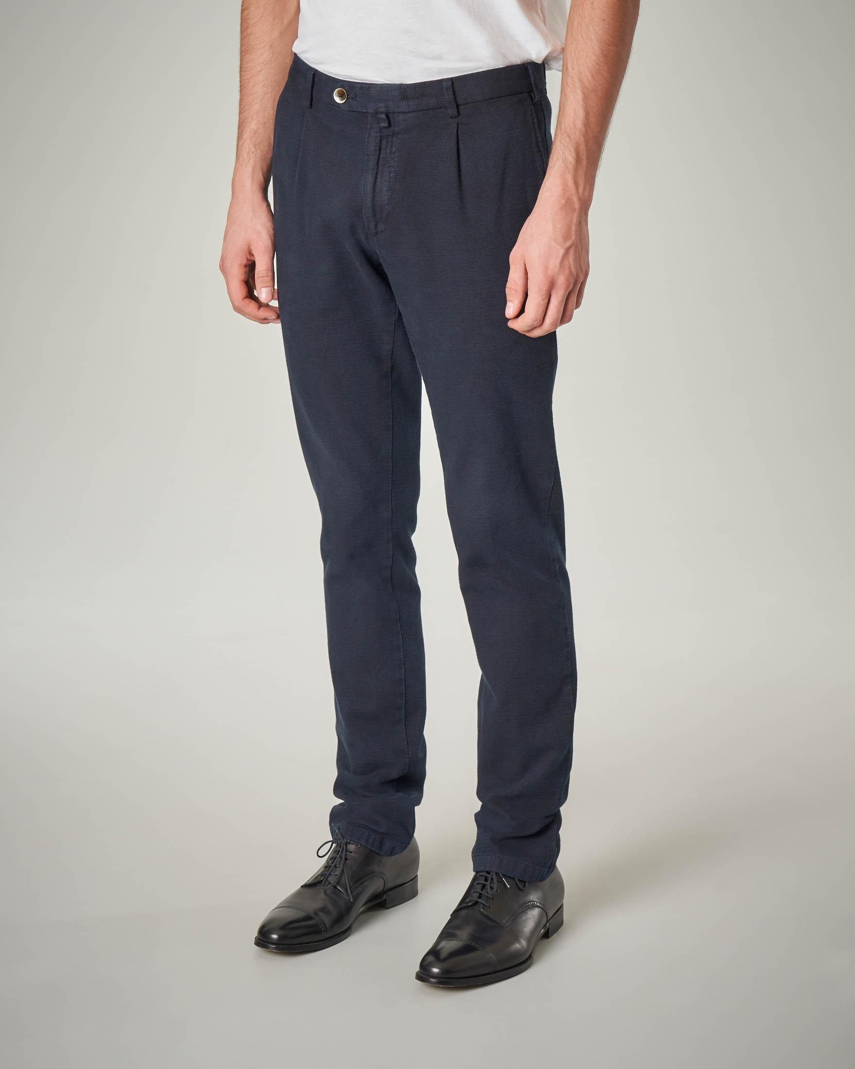 Pantalone chino blu con una pinces