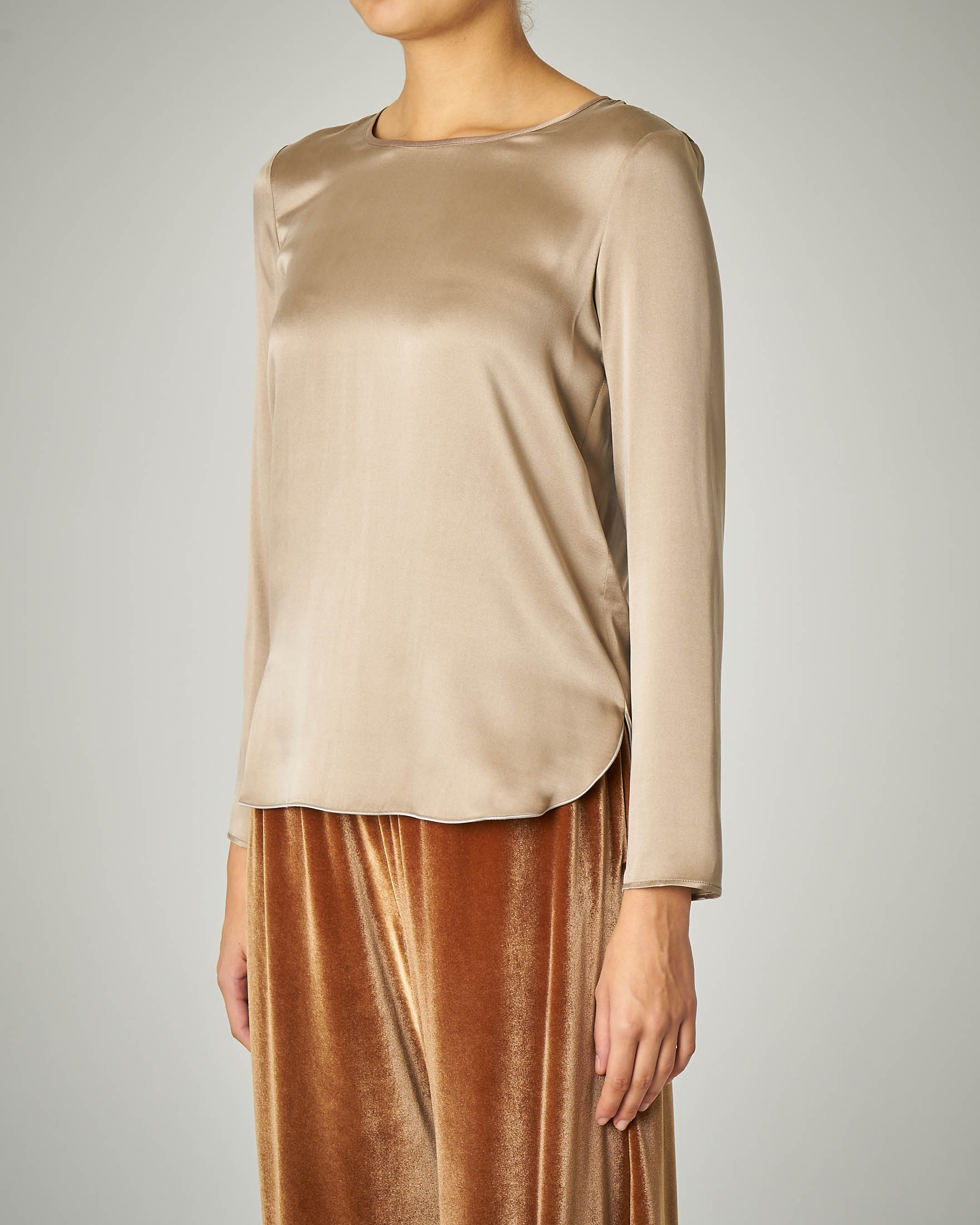 Blusa in crêpe di seta color beige
