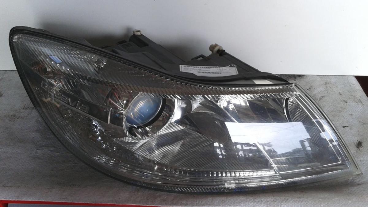 Proiettore faro anteriore destro dx usato originale Skoda Octavia serie dal 2008>
