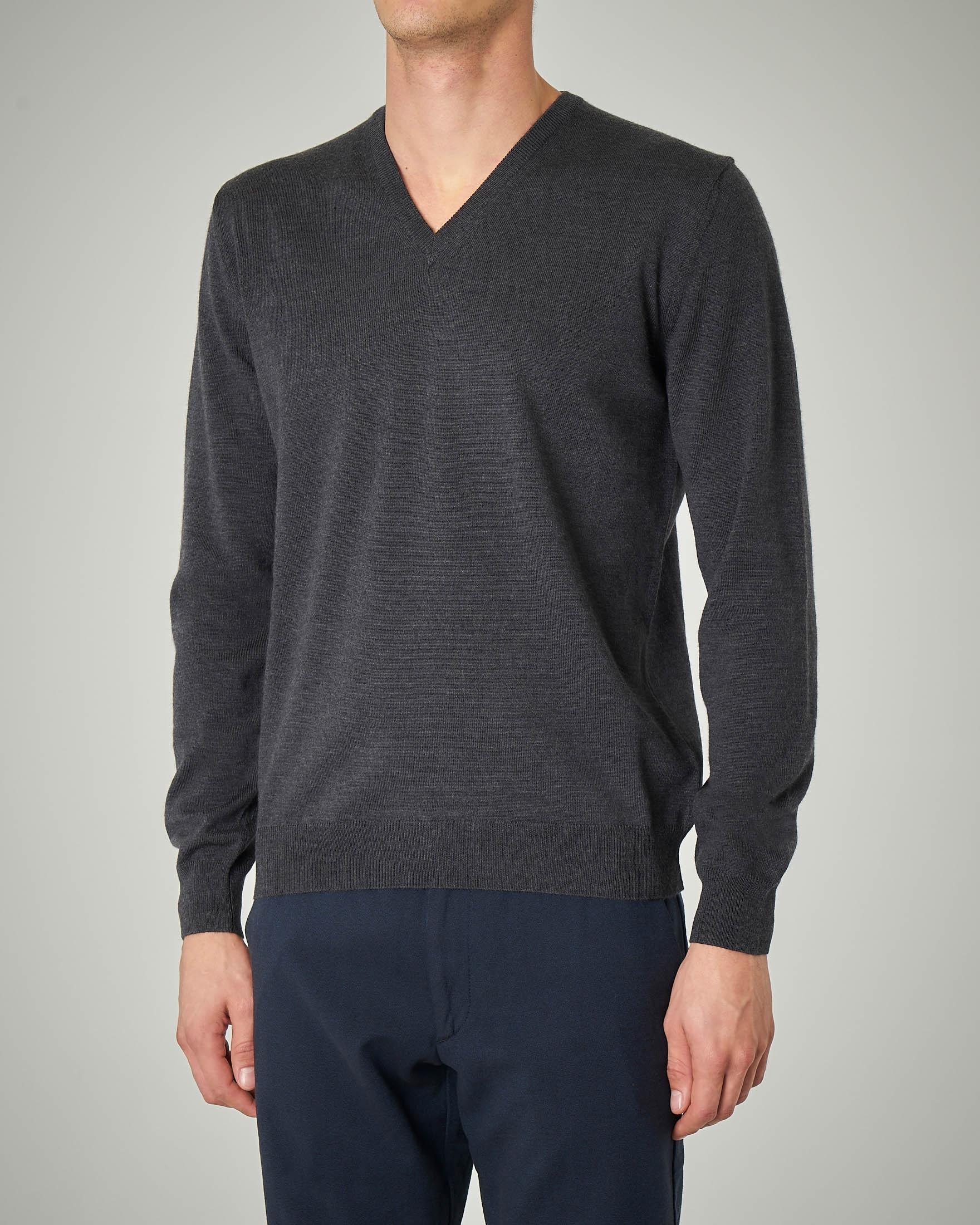 Maglia grigio scuro scollo a V in lana merino