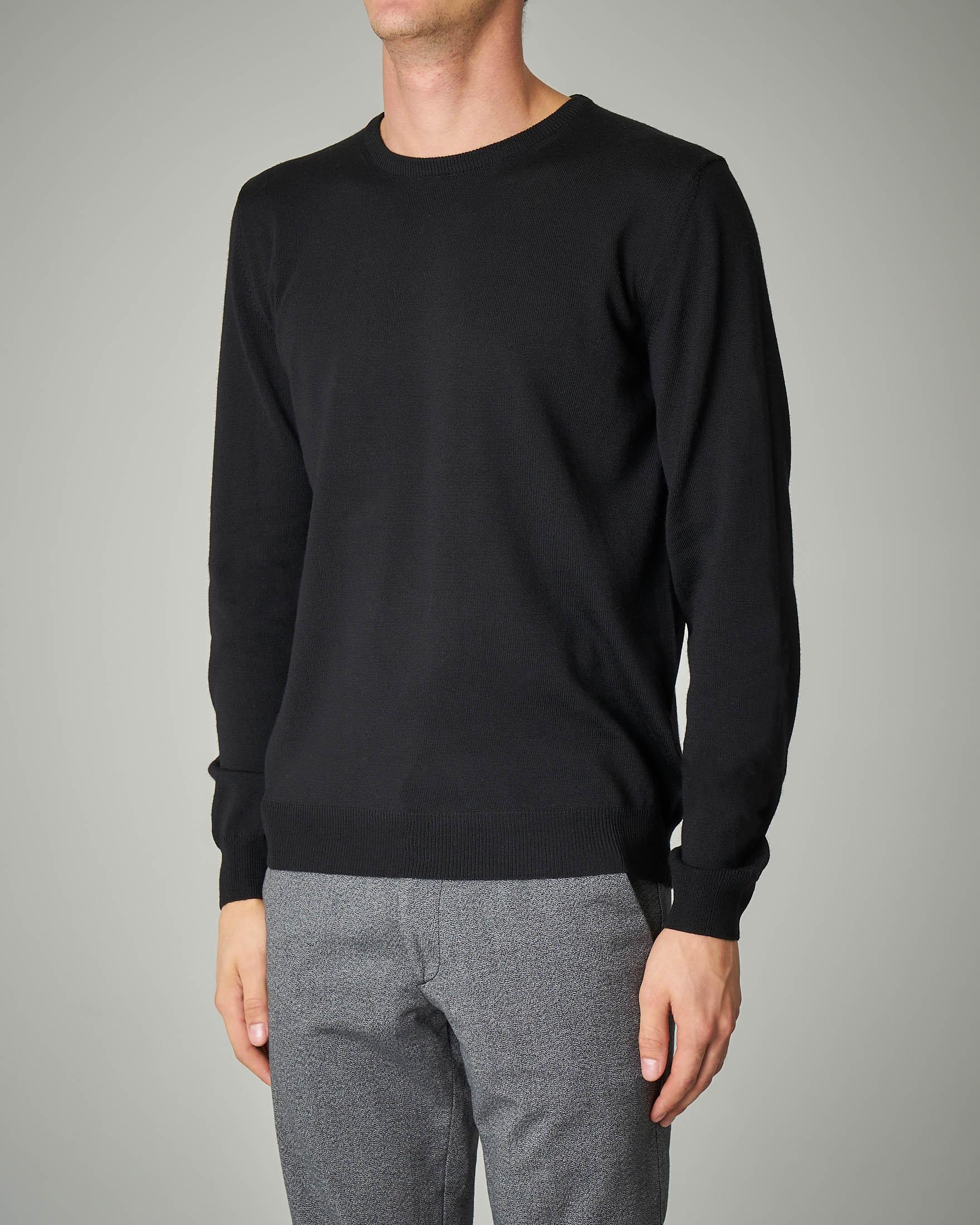 Maglia nera girocollo in lana merino