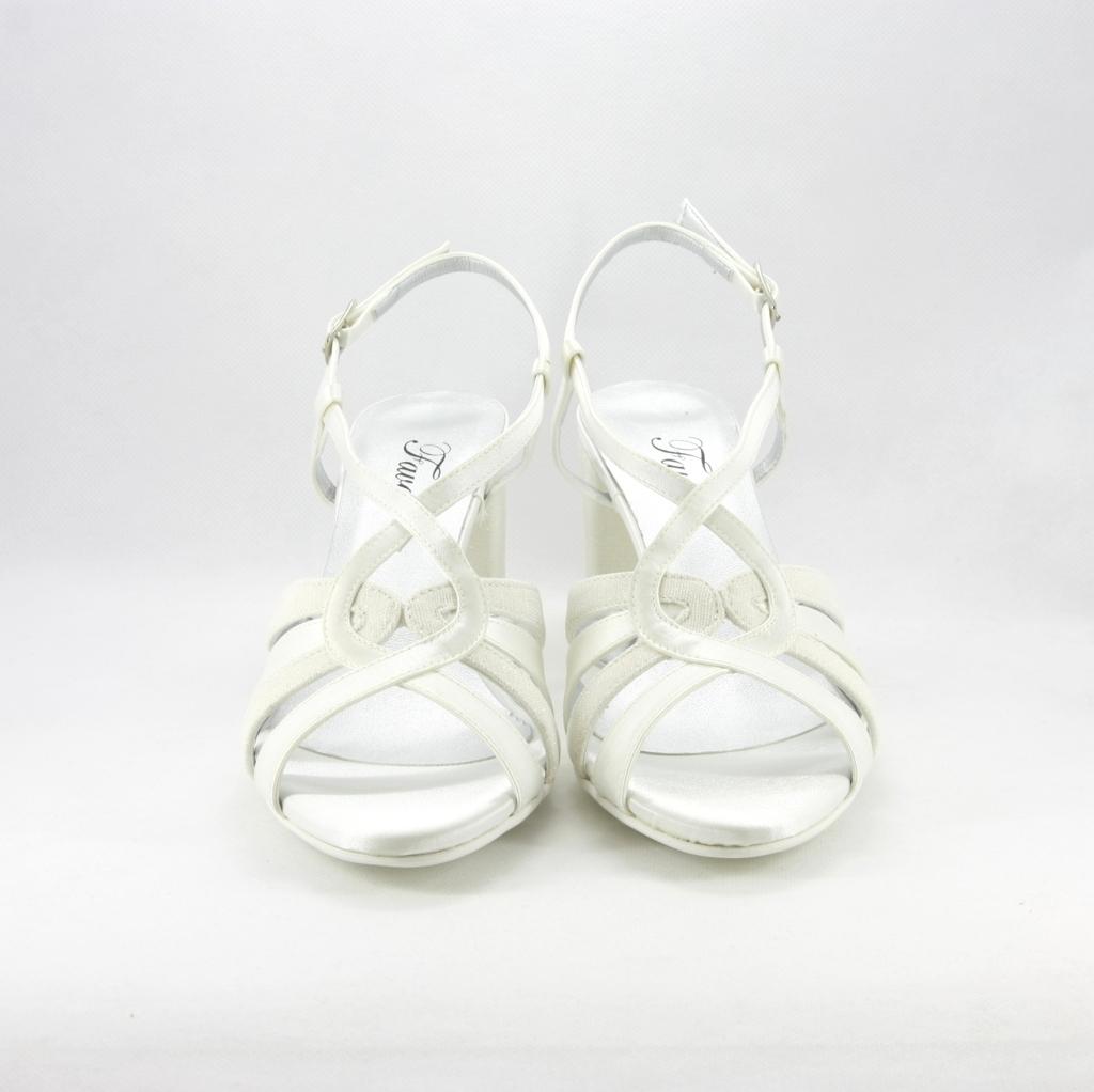 Sandalo cerimonia donna elegante in tessuto di raso avorio con dettagli glitter, cinghietta regolabile alla caviglia e tacco largo.
