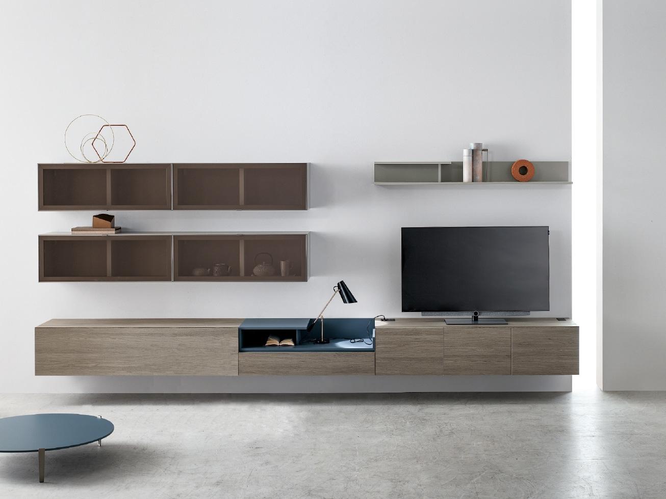 Parete attrezzata per TV in essenza con pensili vetro KV006
