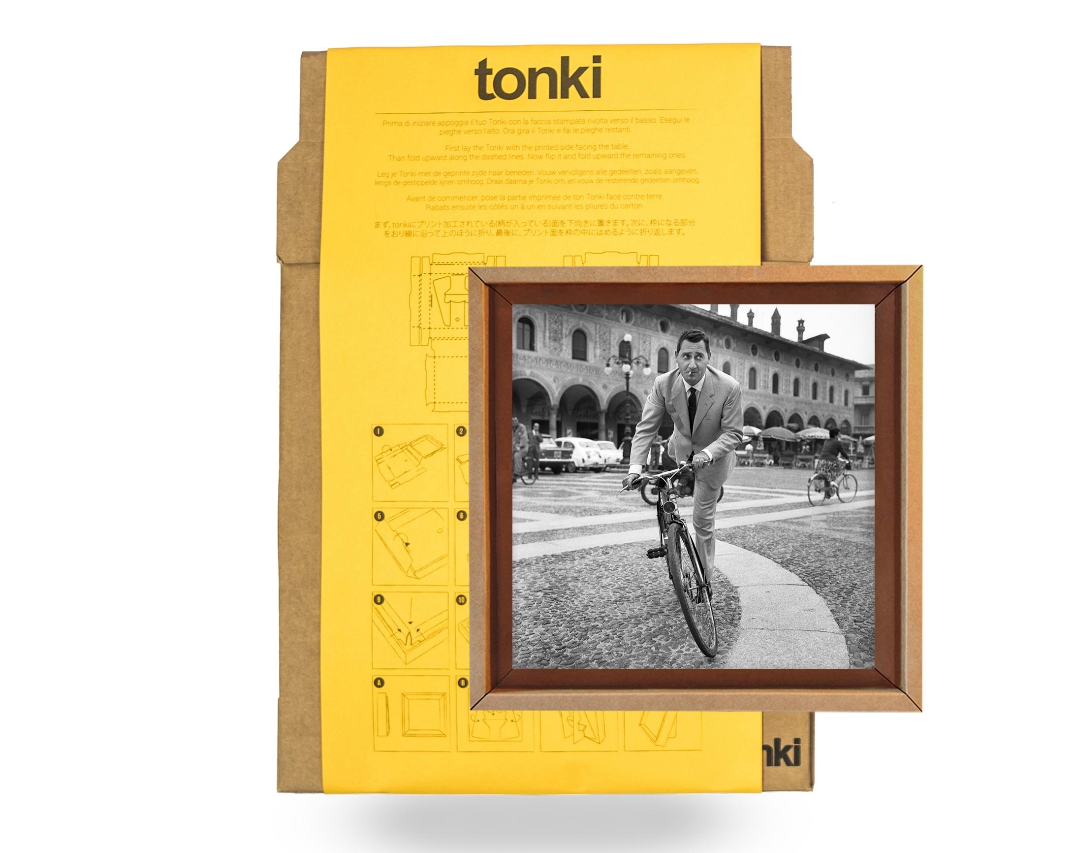 13aac0438d Alberto Sordi, Il maestro di Vigevano, 1963 - Fotografia stampata e  incorniciata su Tonki