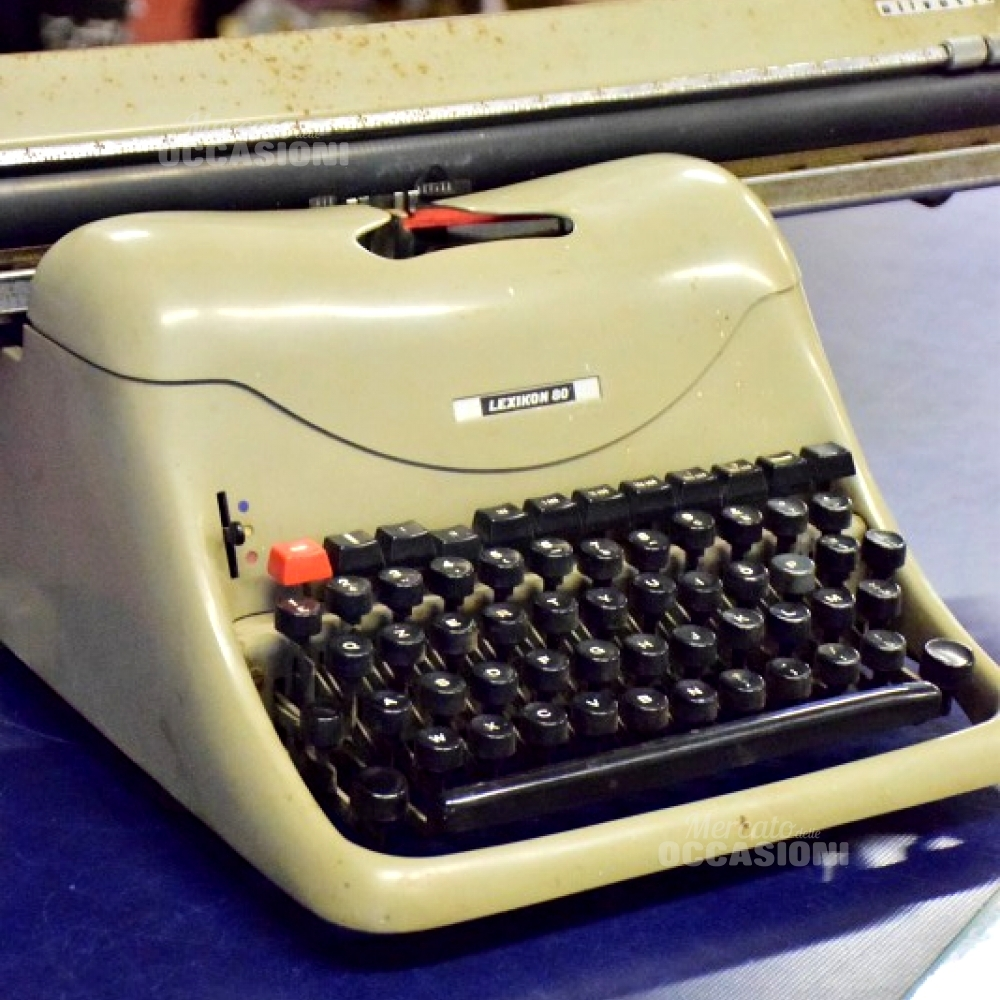 Macchina Scrivere Olivetti 80