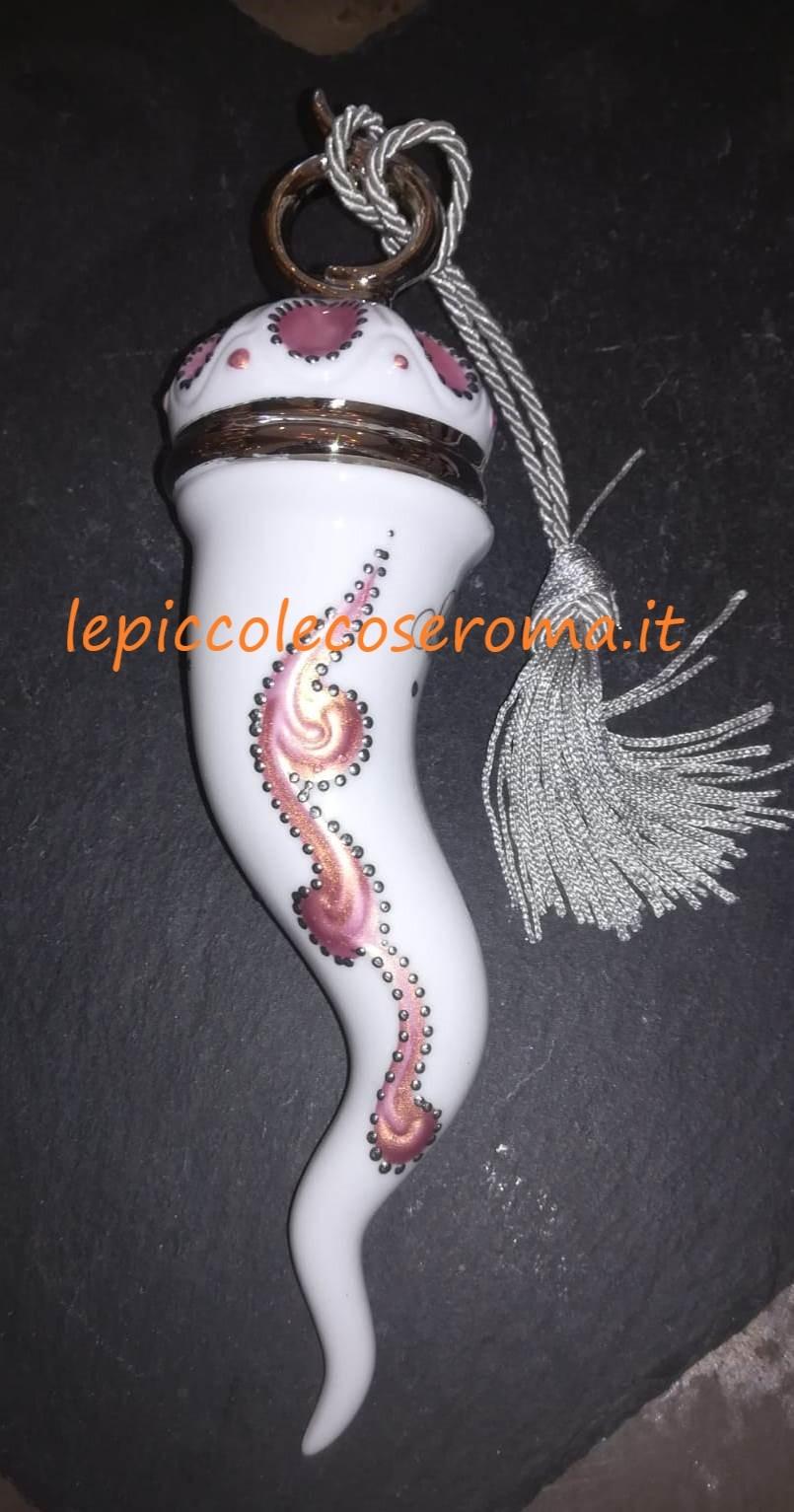 Corno in ceramica dipinto a mano, bianco, argentato e rosa con nappa grigia