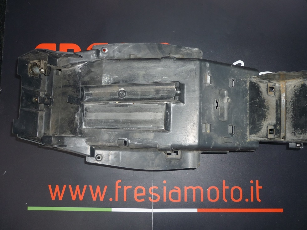 PLASTICA SOTTOSELLA USATA HONDA VTR F 1000 ANNO 1998