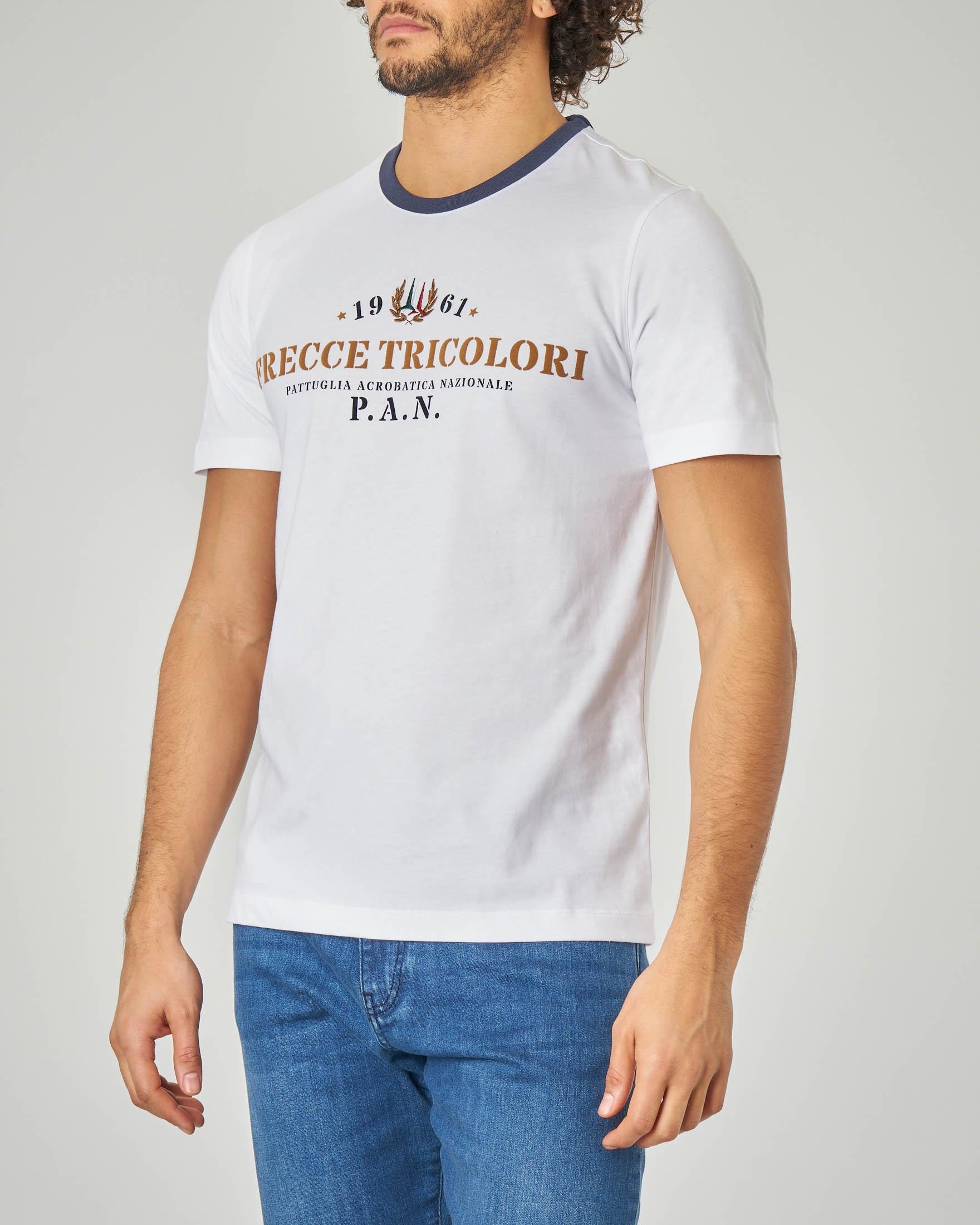 prezzo abbordabile alta moda bellezza In Shirt Contrasto Bianca Con Logo Frecce T Collo E ...