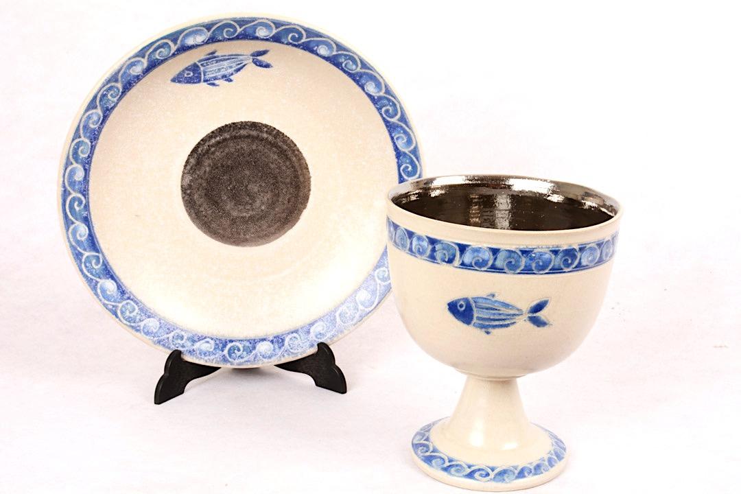 Calice con Patena in Ceramica Decorazione Pesce