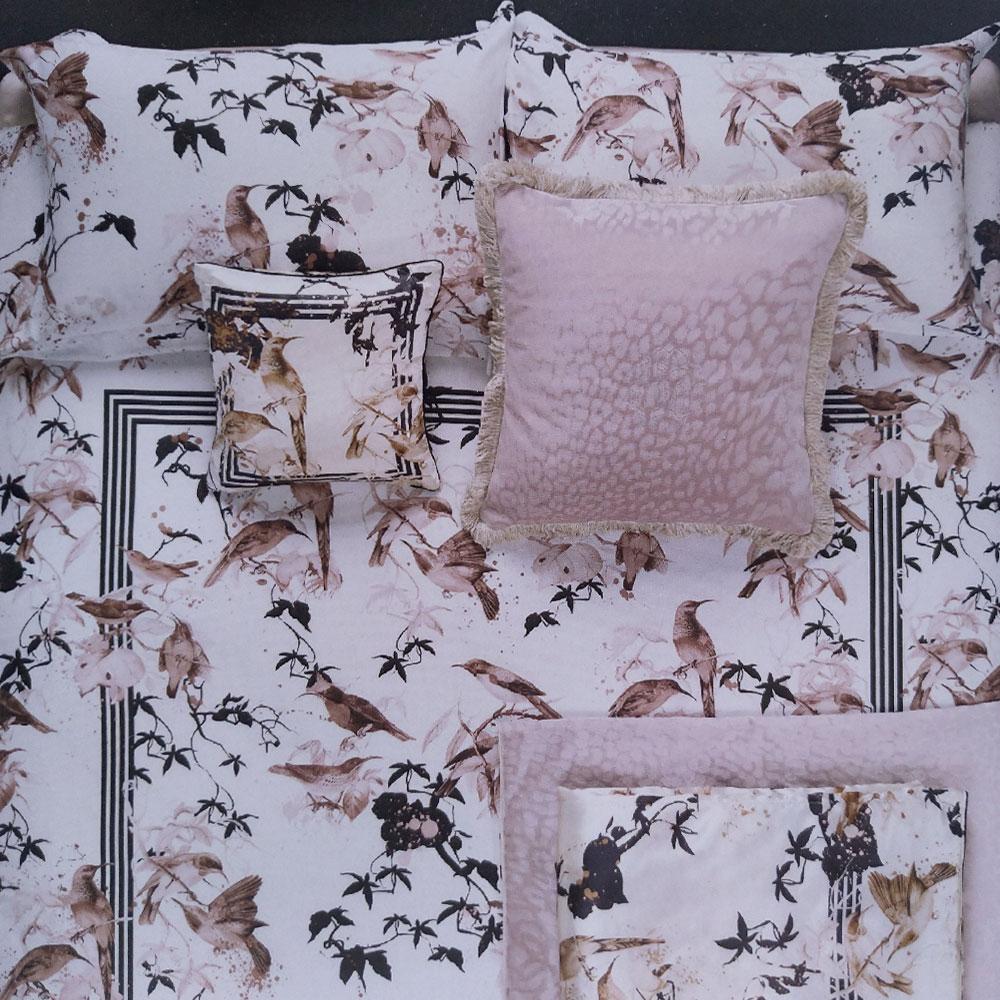 new products 8c2bc 4b530 Dettagli su Roberto Cavalli set lenzuola matrimoniale in raso di cotone  BIRD RAMAGE rosa