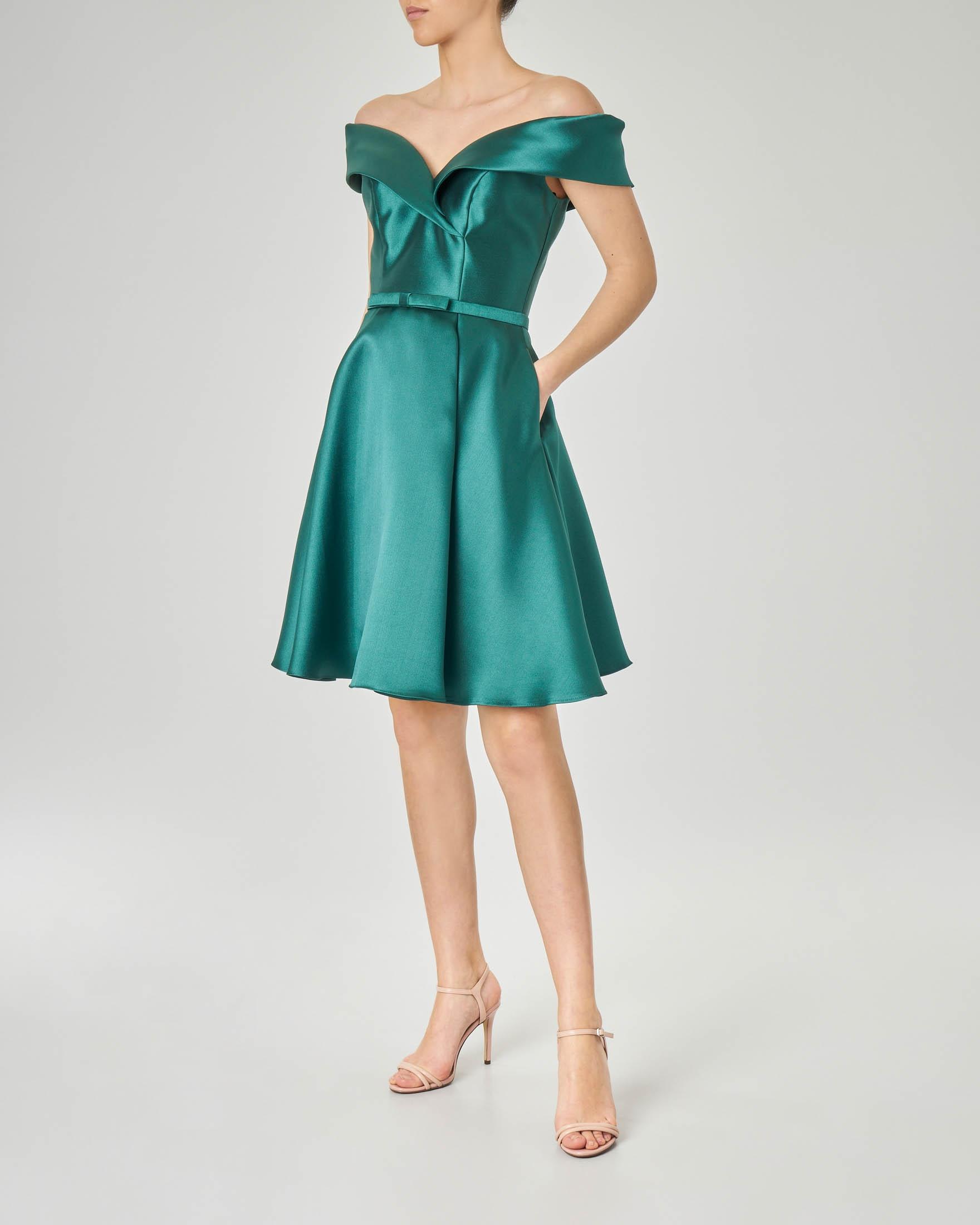 quality design 2c3ae 76878 Abito in tessuto effetto raso color verde smeraldo con gonna ampia e  scollatura a cuore