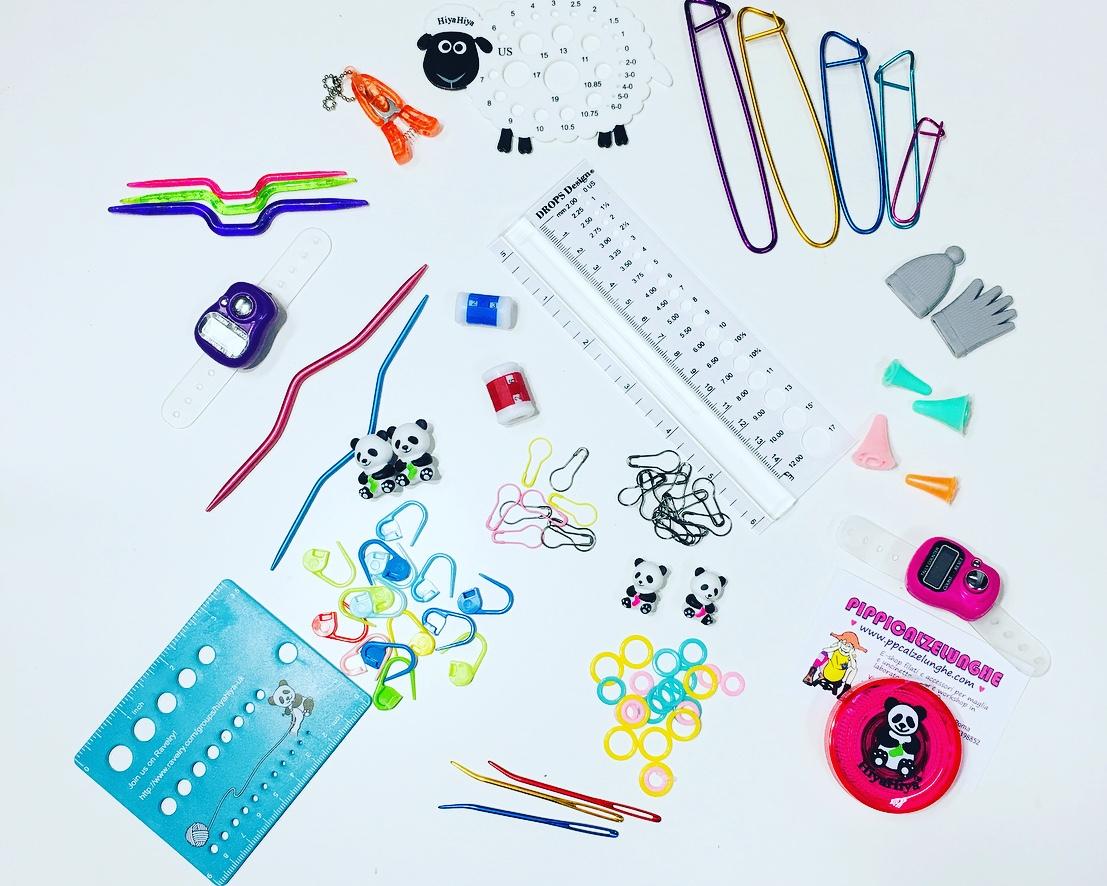 marcapunti,forbicine,salvapunte, cavi,raccordi,ferriausiliari,fermamaglie,misuratori,contagiri,caterinatte, aghi