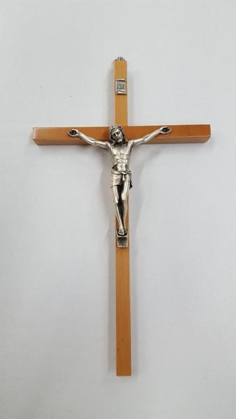 Croce in faggio/ulivo corpo metallo cm. 24
