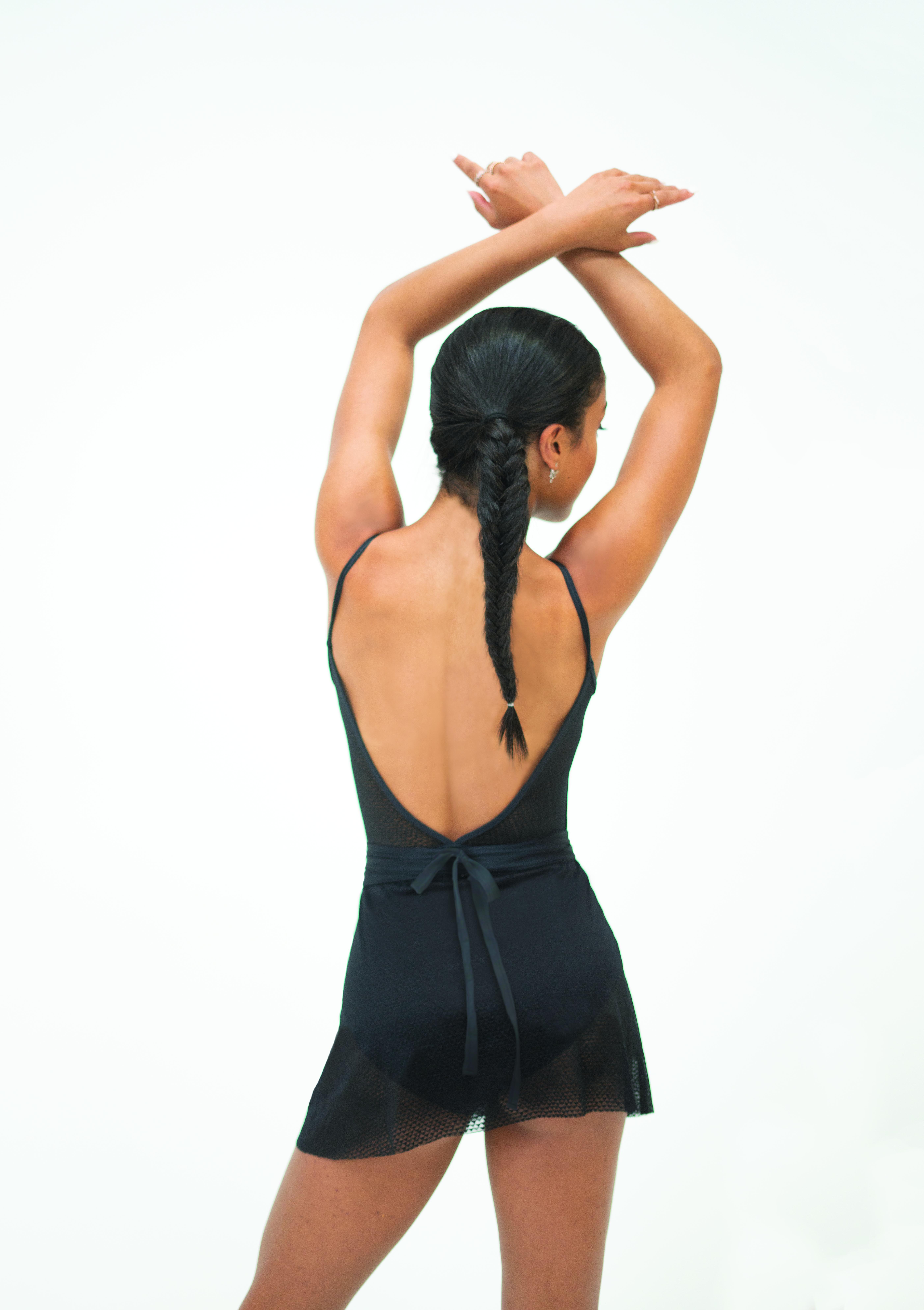 Body collezione in offerta Capezio  a bretellina con inserti retina nera ,in tactel nero con profondo scolla aV dietro