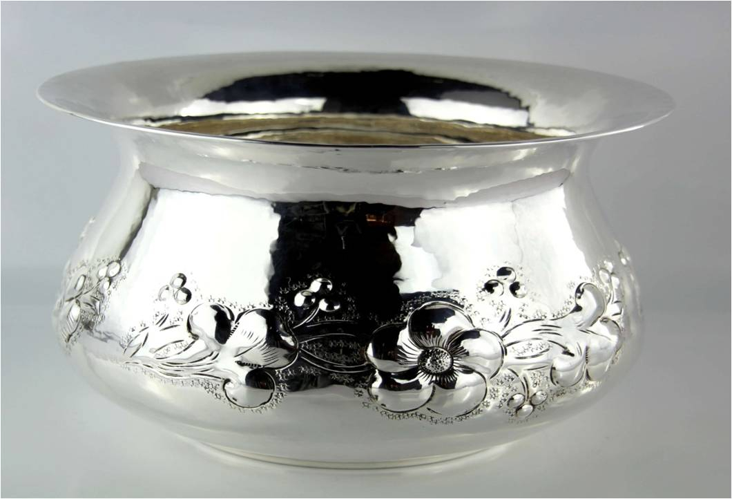 CACHE POT DECORATO CON FIORI IN RILIEVO IN ARGENTO 800