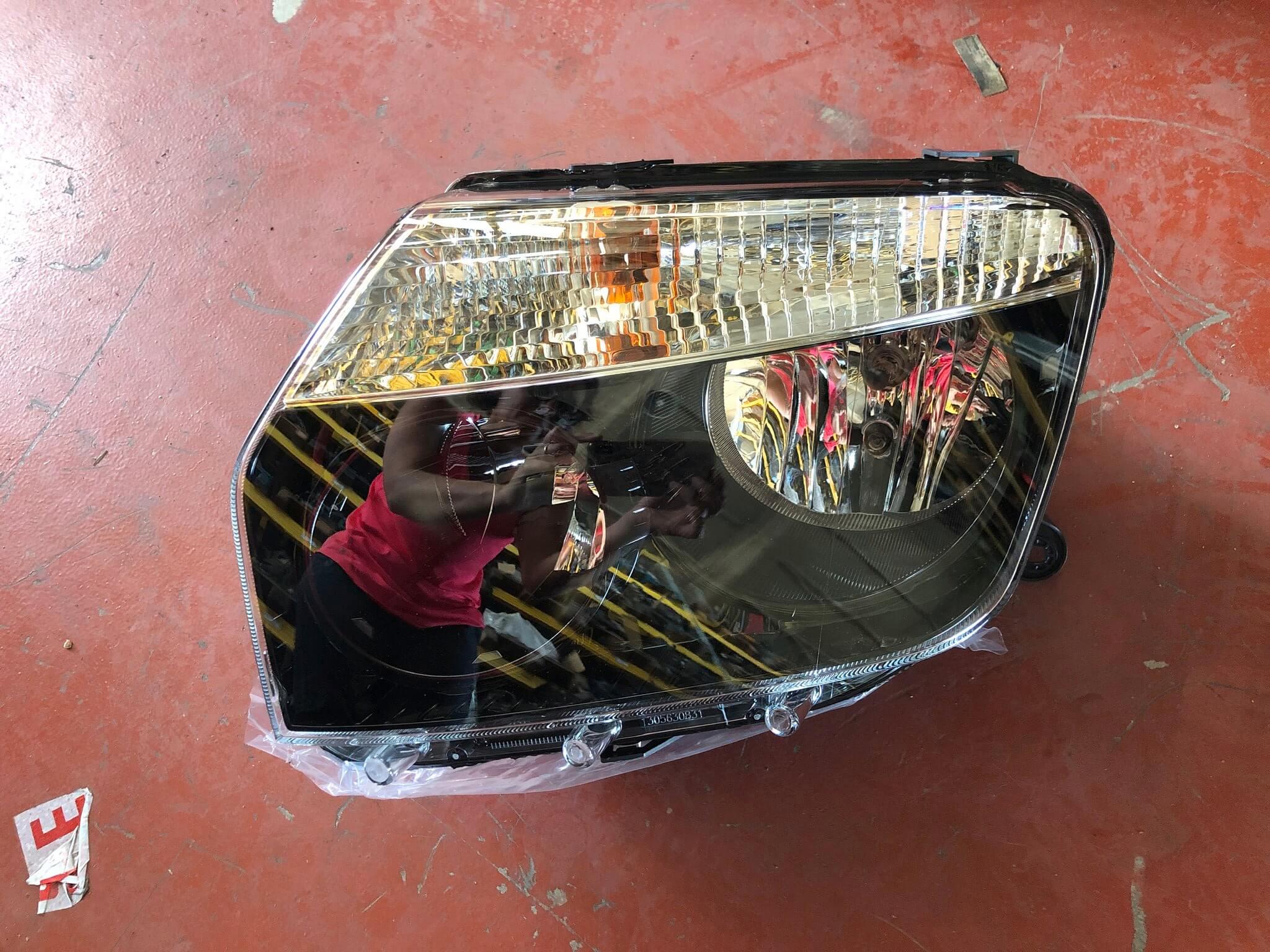 proiettore sx usato Dacia Duster 260605370R