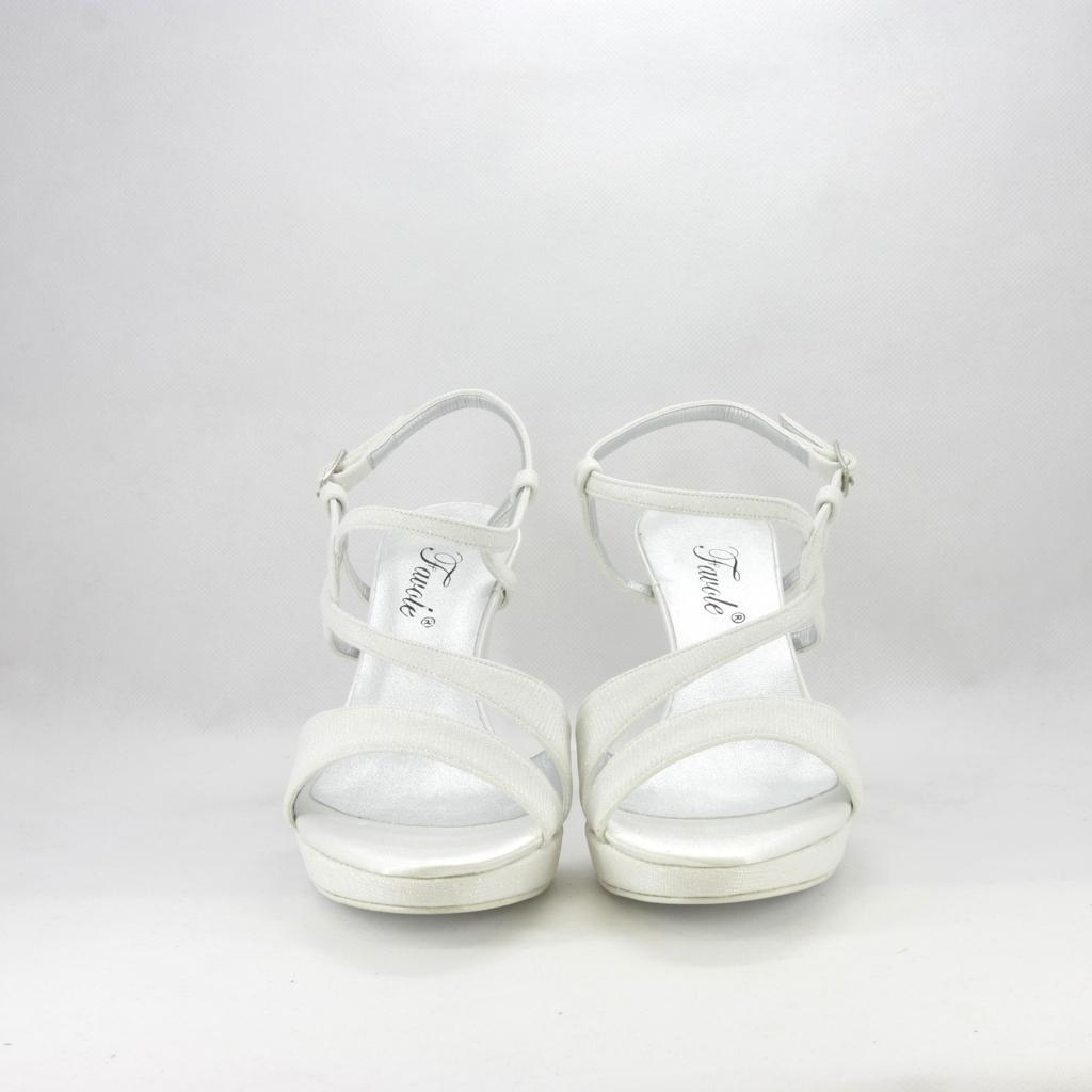 Sandalo sposa elegante da cerimonia in tessuto glitter luminoso, con cinghietta regolabile alla caviglia e tacco medio.