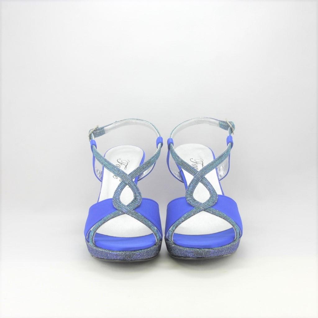 Sandalo elegante da cerimonia con cinghietta incrociata realizzato in tessuto di raso e glitter bluette