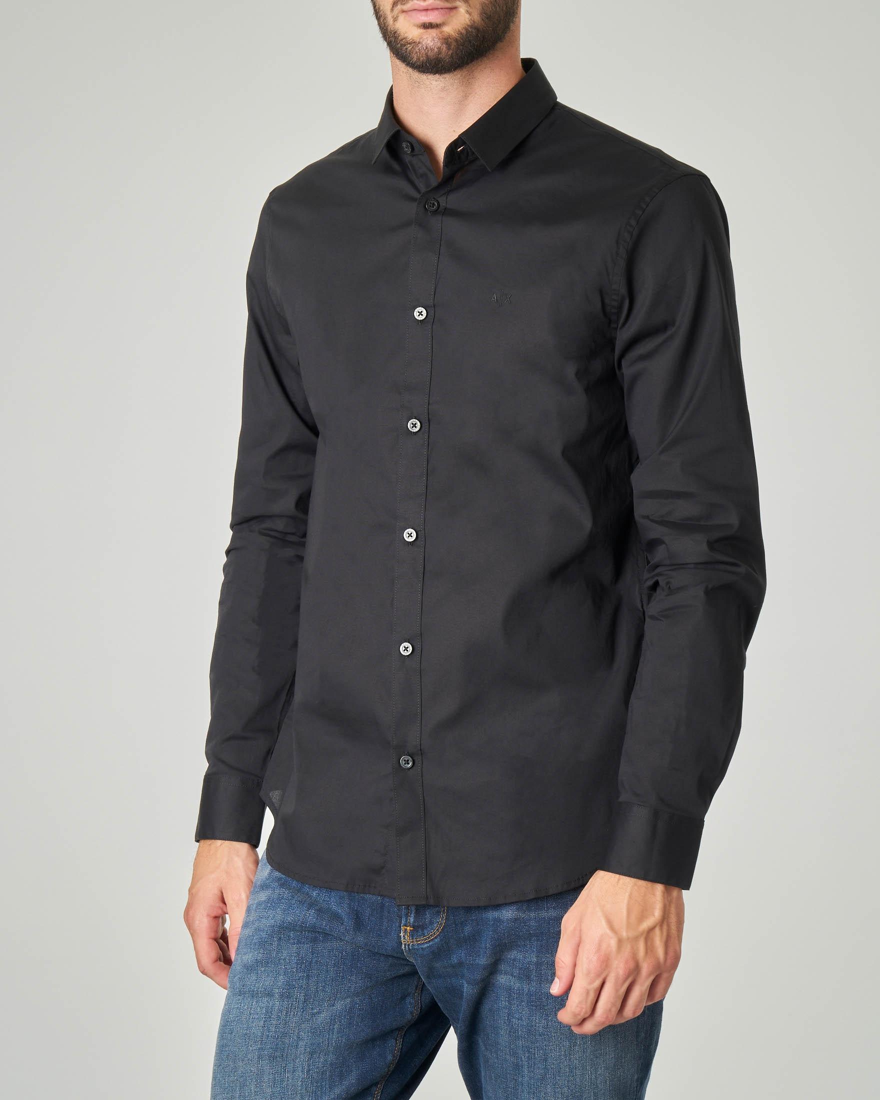 super popolare ef088 f2323 Camicia nera in popeline stretch