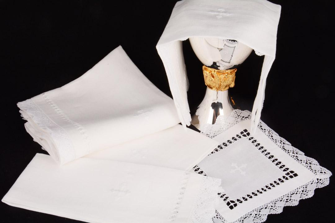 Completo Messa B3 in Lino Bianco Ricamo a Mano 5 Pezzi