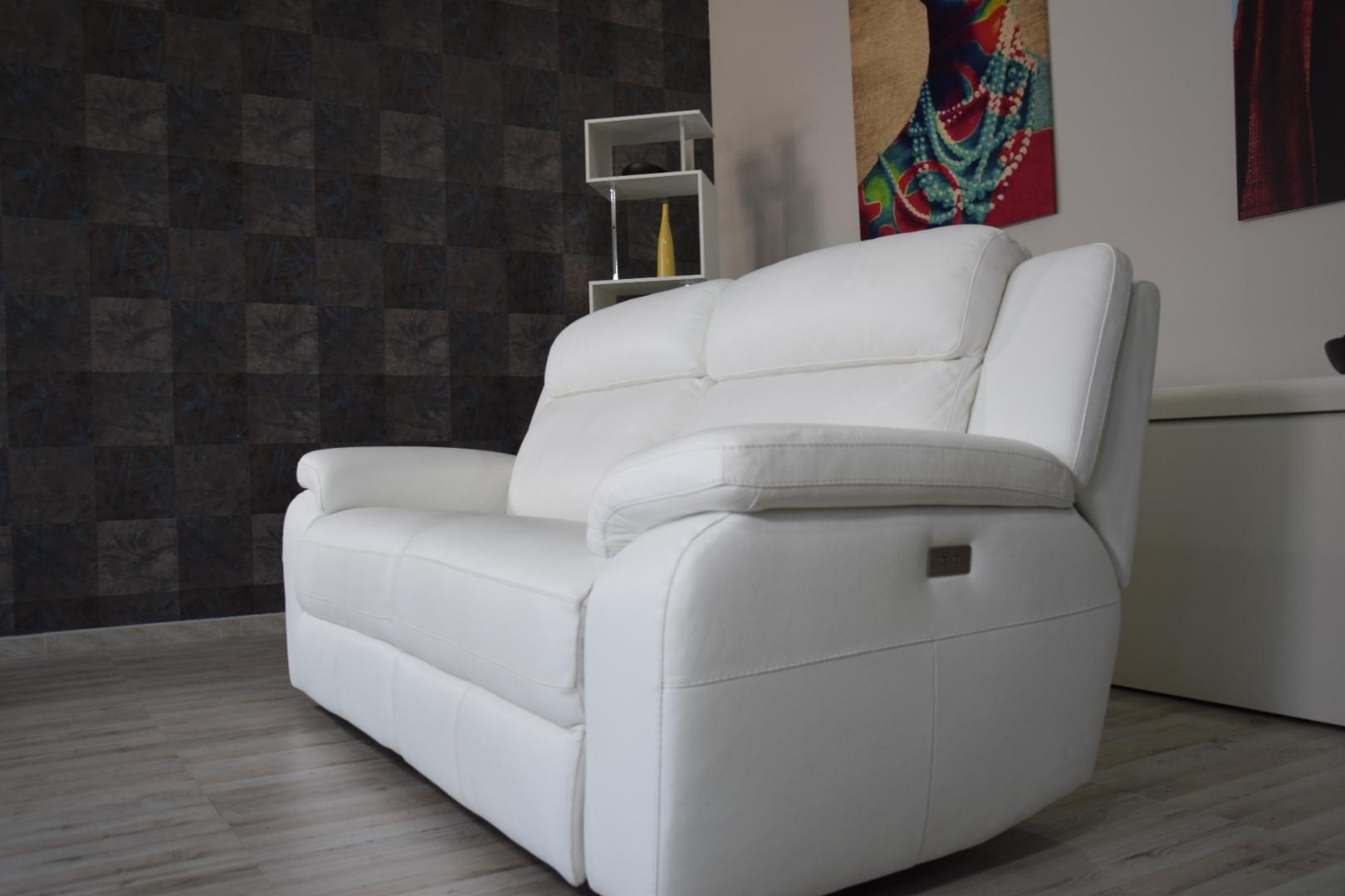 Divani Con Meccanismo Relax divano relax 3 posti in pelle di colore bianco con meccanismi recliner  elettrici - schienale alto e poggiatesta imbottiti