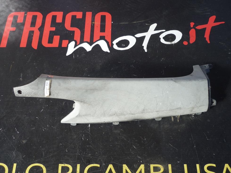 FIANCATINA POSTERIORE DESTRA USATA HONDA FORESIGHT 250 ANNO 1998