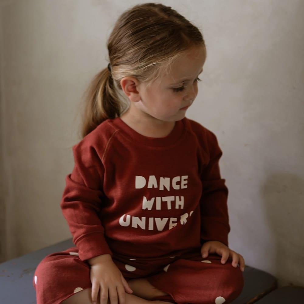 Felpina Dance with universe
