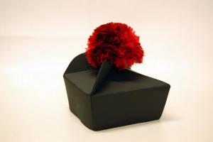 Tricorno Nero in lana con Fiocco Rosso