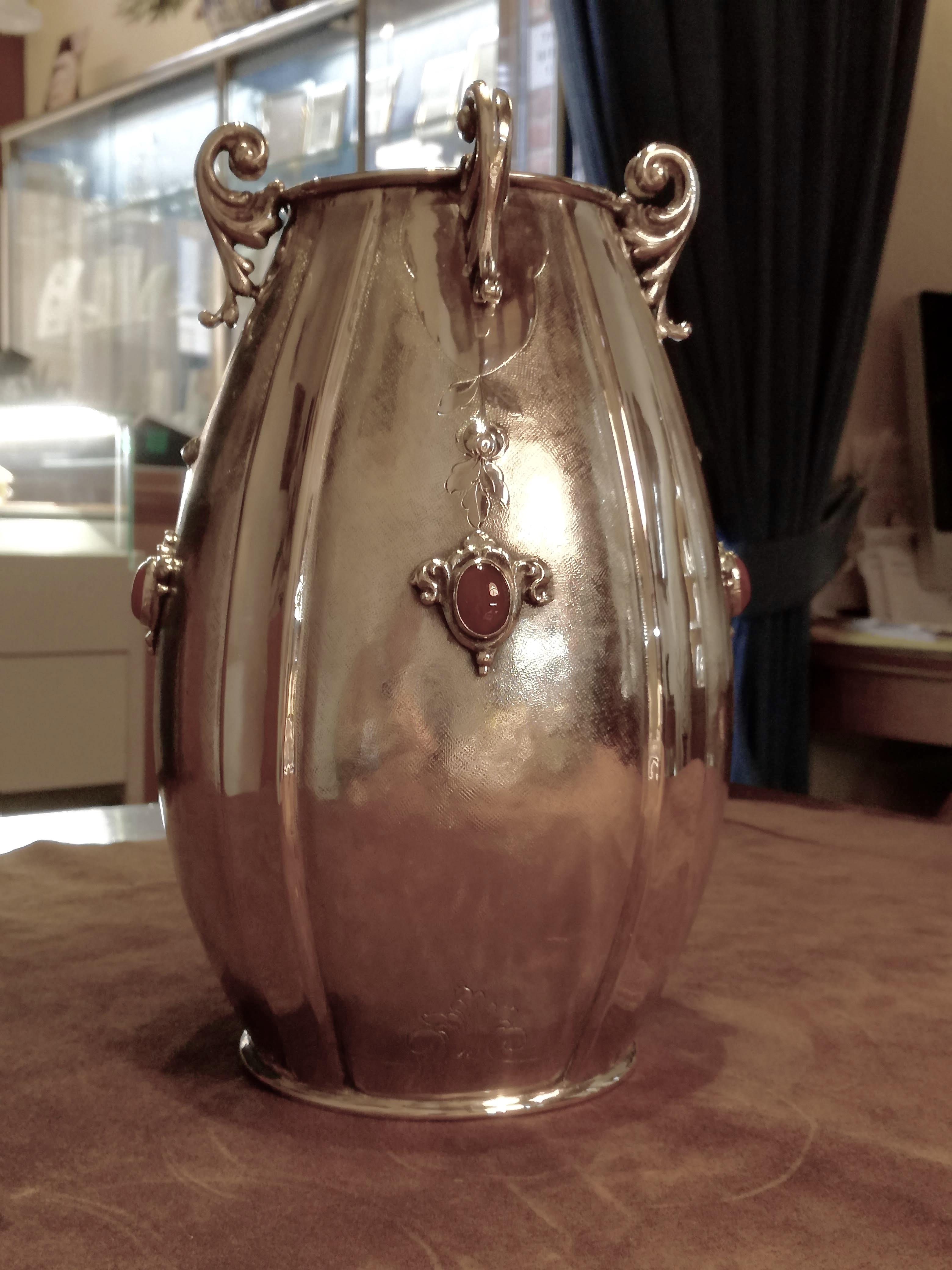 Vaso in Argento 800/1000 in stile Art Dèco, produzione artigianale milanese con Pietre Rosse