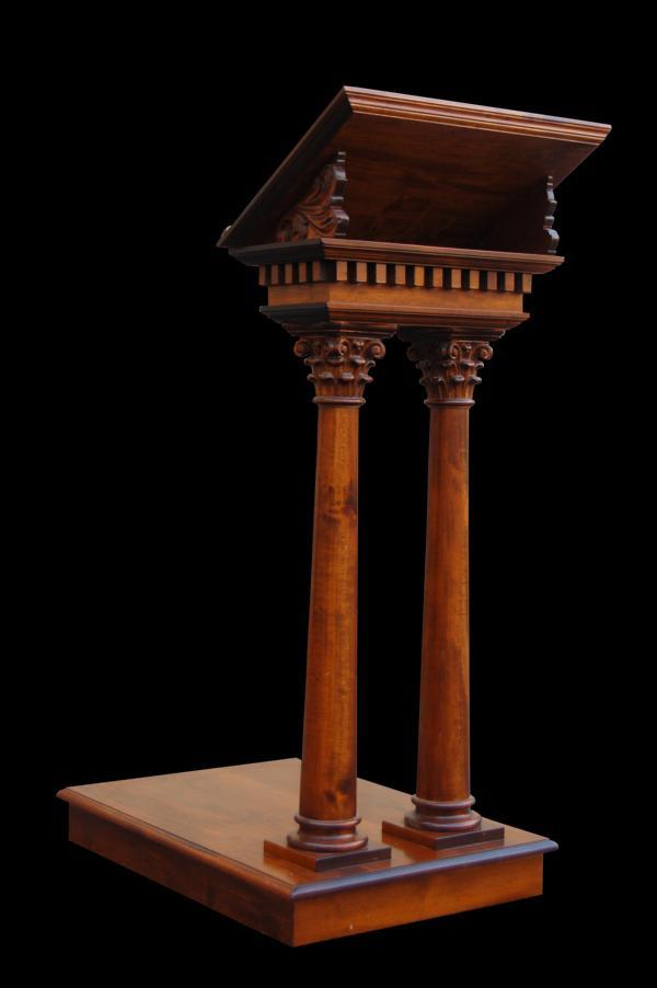Ambone in legno con colonne di ordine corinzio