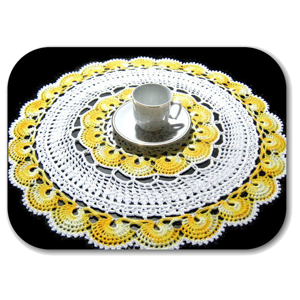 CENTRINO grande rotondo bianco giallo sfumato all'uncinetto