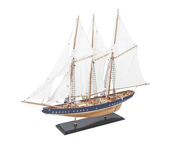 Modellino di barca a vela