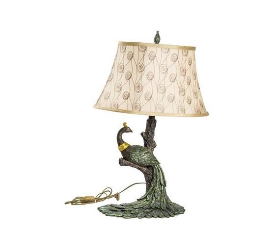 lampada da tavolo con pavone