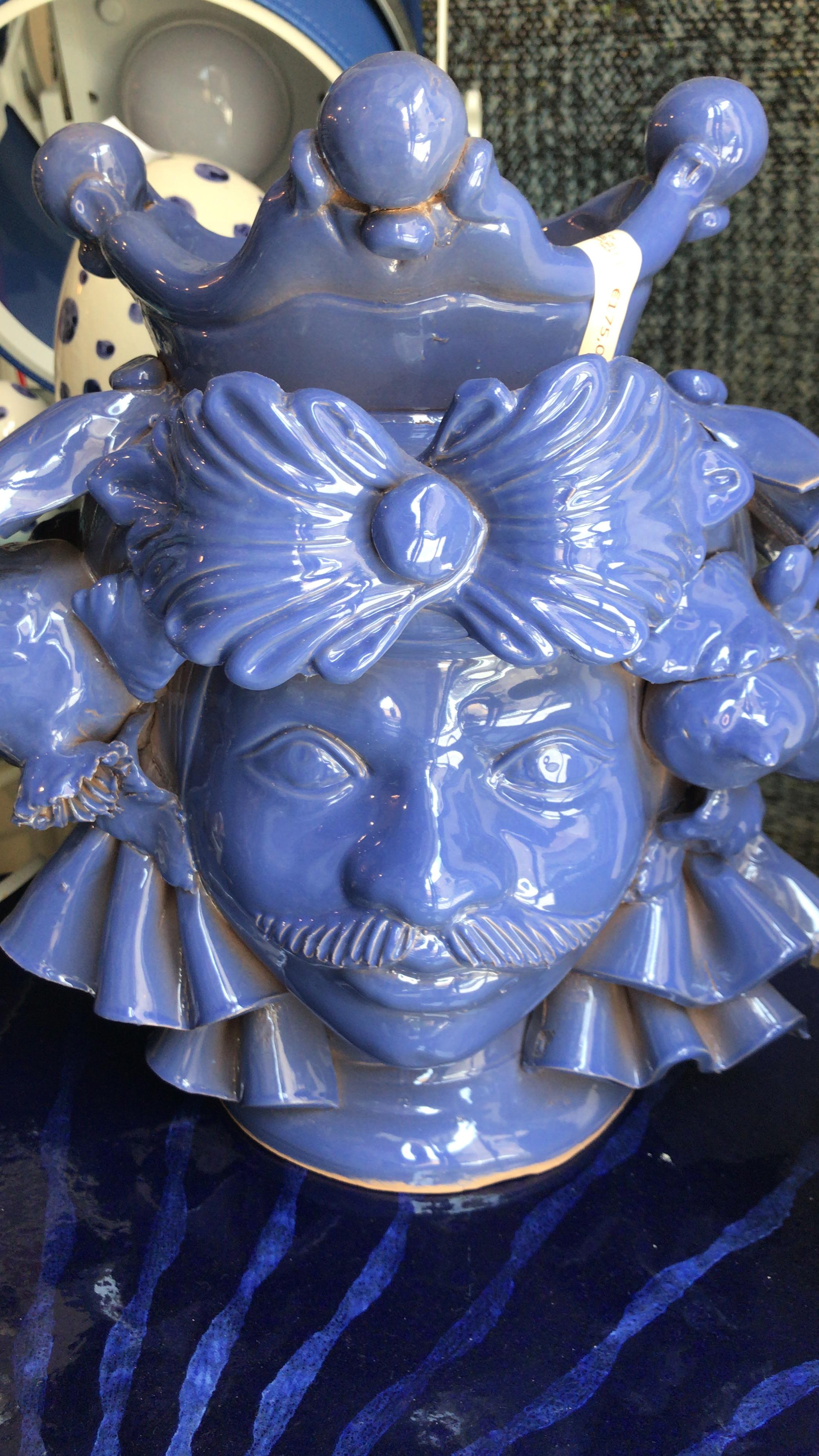 Testa di moro blu con veli melograni e limoni